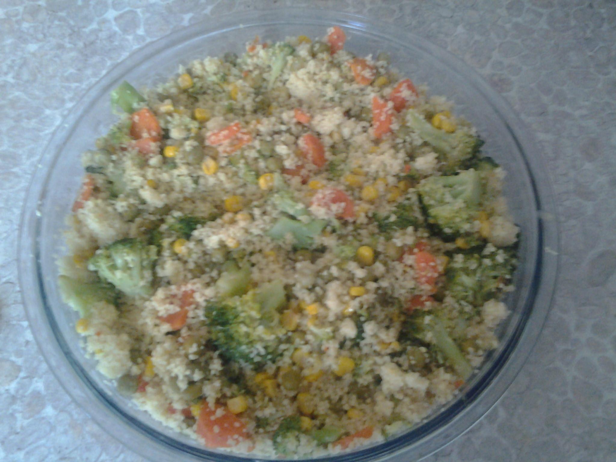 Zapečený kuskus se zeleninou a sýrem