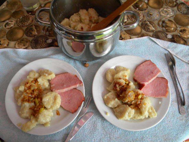 Recept Chlupaté knedlíky se zelím - chlupate knedliky bez zeli
