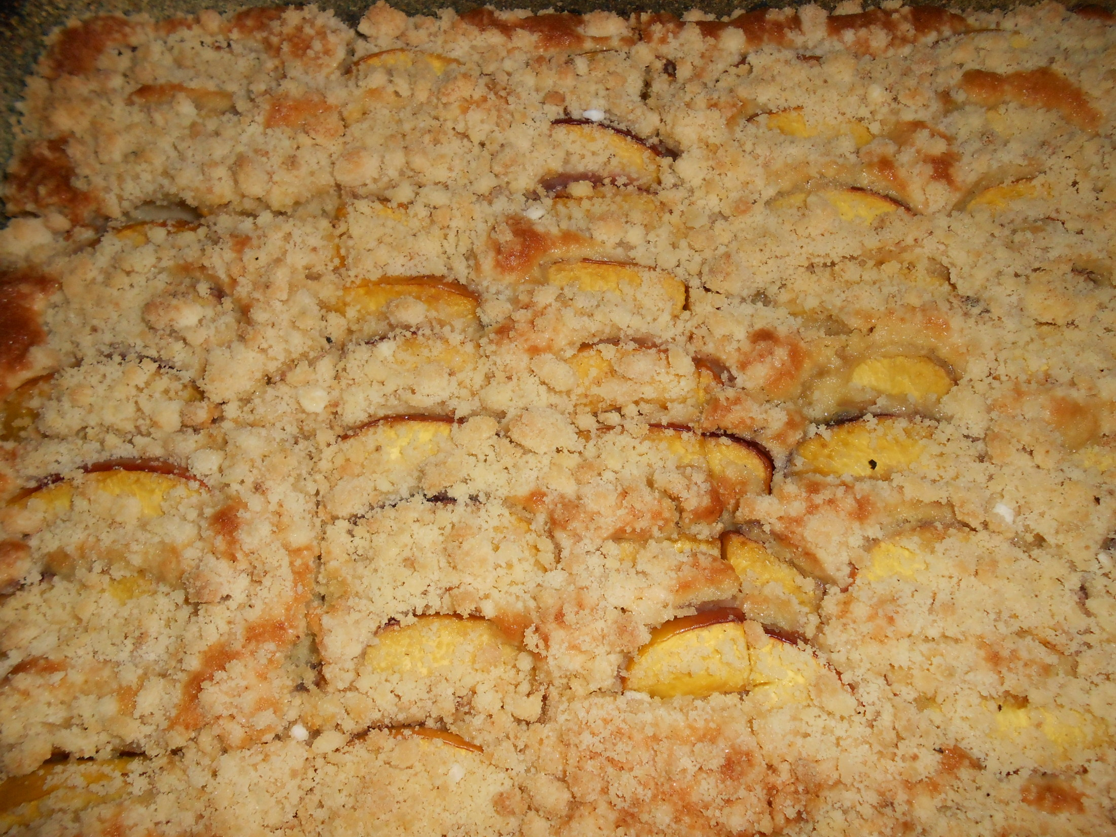 Recept Snadný meruňkový koláč - Místo meruňek jsem dala nektarinky nakrájené na osminy. Koláč byl skvělý.