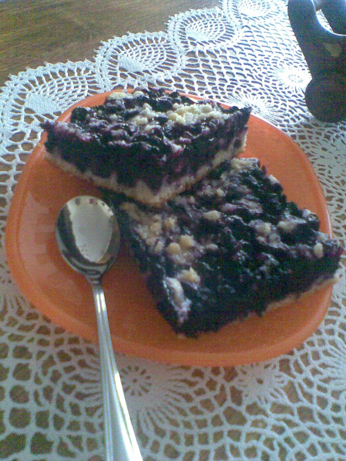Babiččin borůvkový koláč s drobenkou