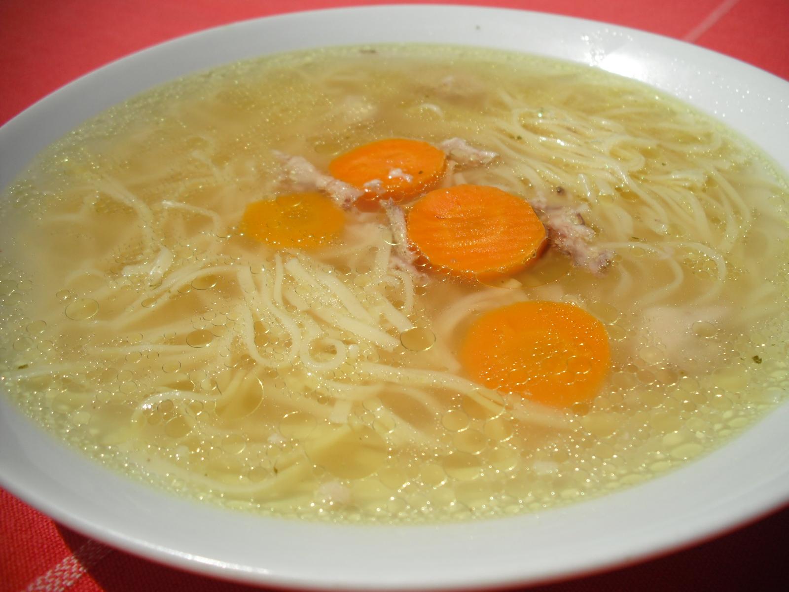 Recept Polévka z kuřecích kostí - Výborná polévka z kuřecích kostí