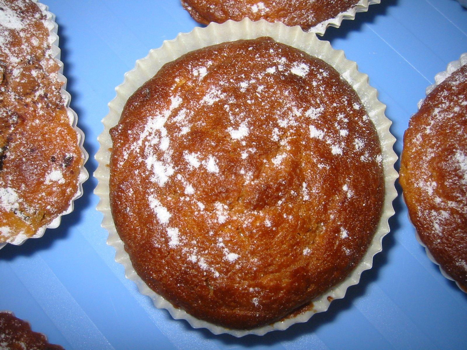 Recept Jablkové muffiny - Košíčky jsem naplnila téměř plné, dala do trouby a mufinky krásně vyběhly. Z této dávky jich je cca 30 ks. Rychlé a výborné. :-)