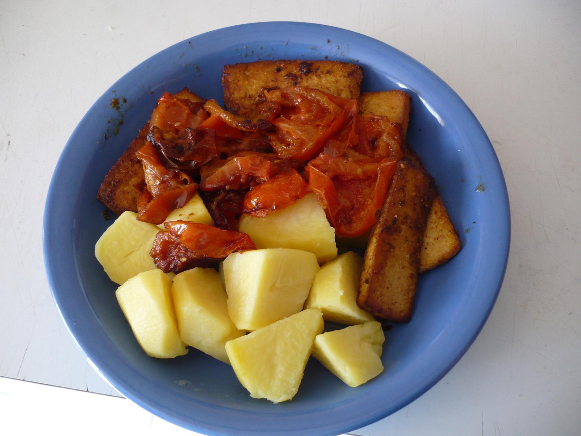 Bio tofu na rajčatech