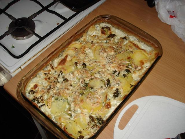 Zapékané brambory s brokolicí a nivou