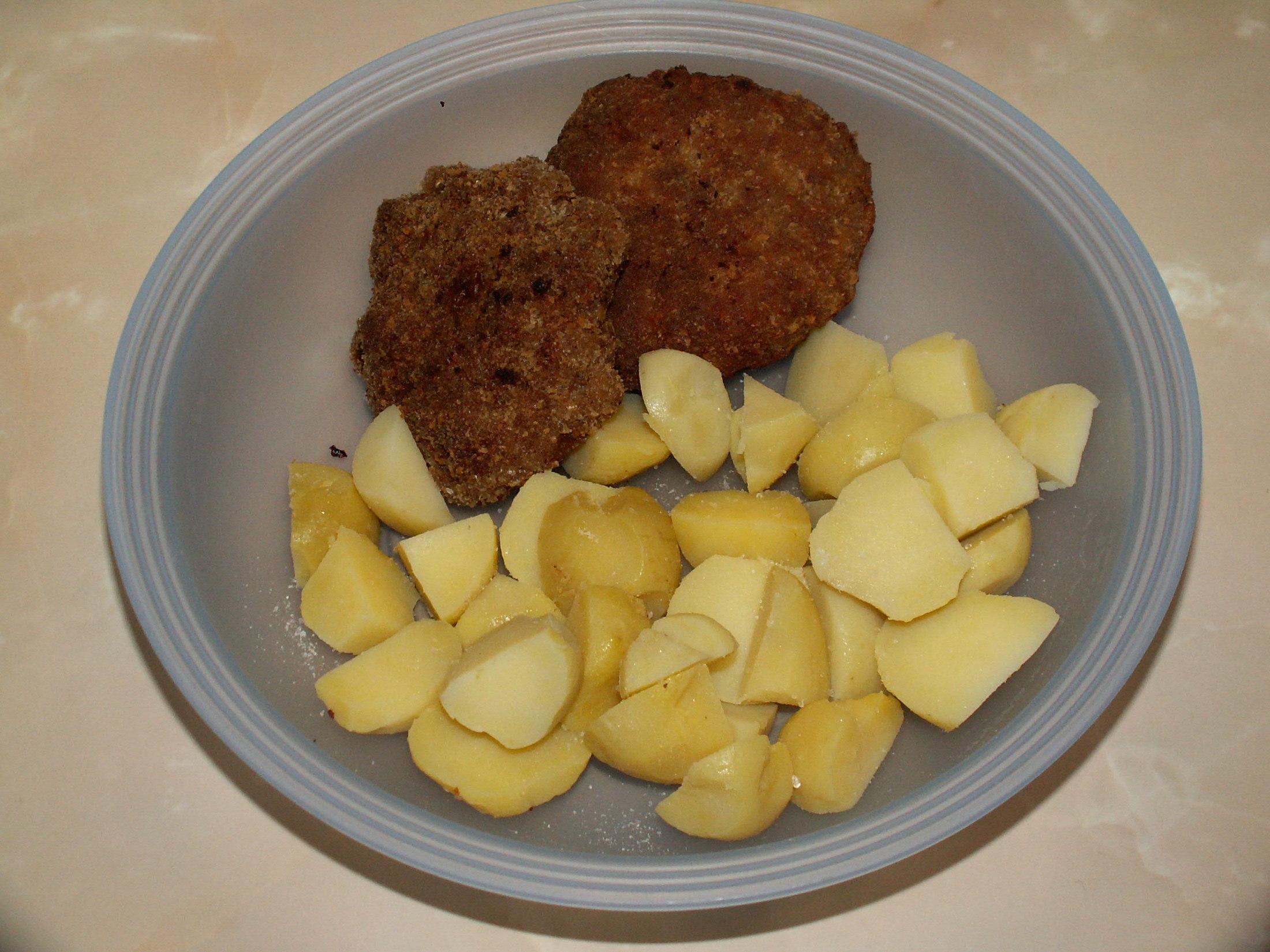 Recept Mleté maso se sýrem - Dobré s brambůrkami.