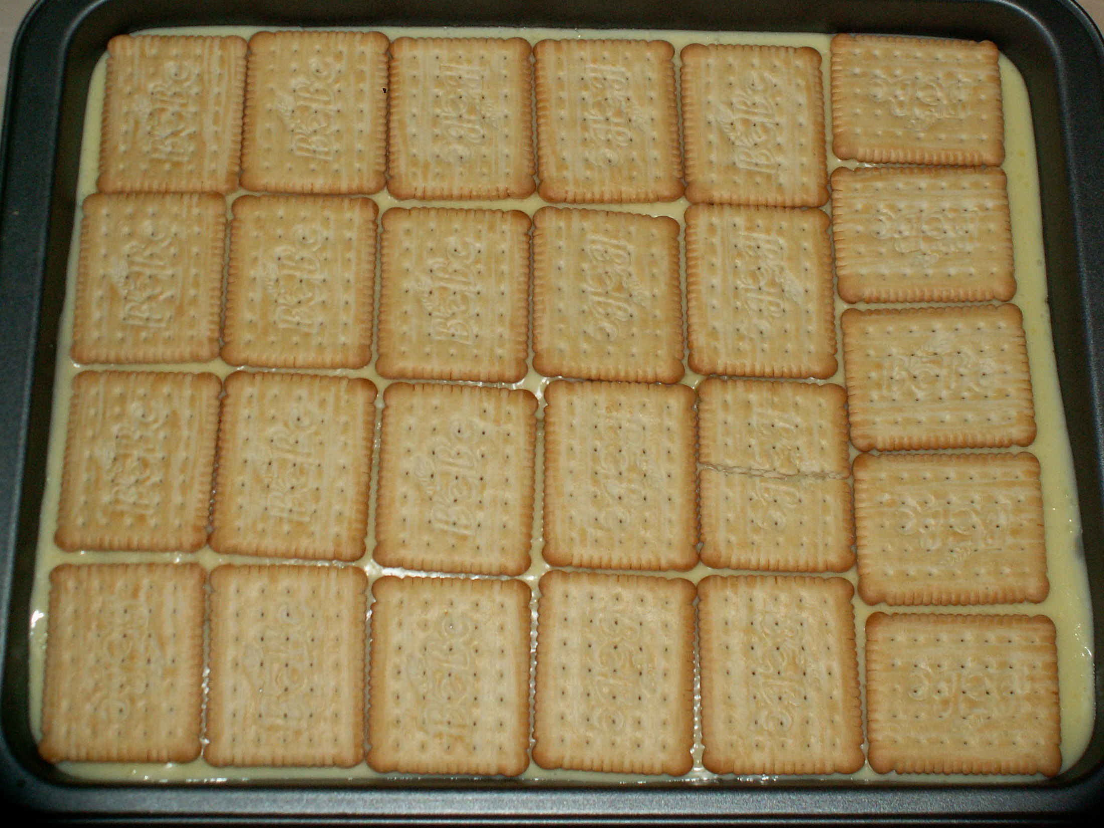 Recept Pudinkové BeBe řezy - Pokladeno BEBE sušenkami.