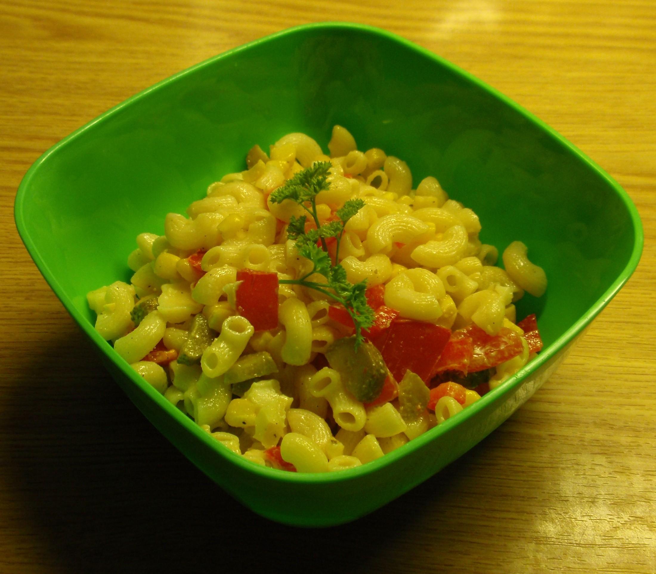 Recept Lehký těstovinový salát - Nedávala jsem salám a i tak byl dobrý.
