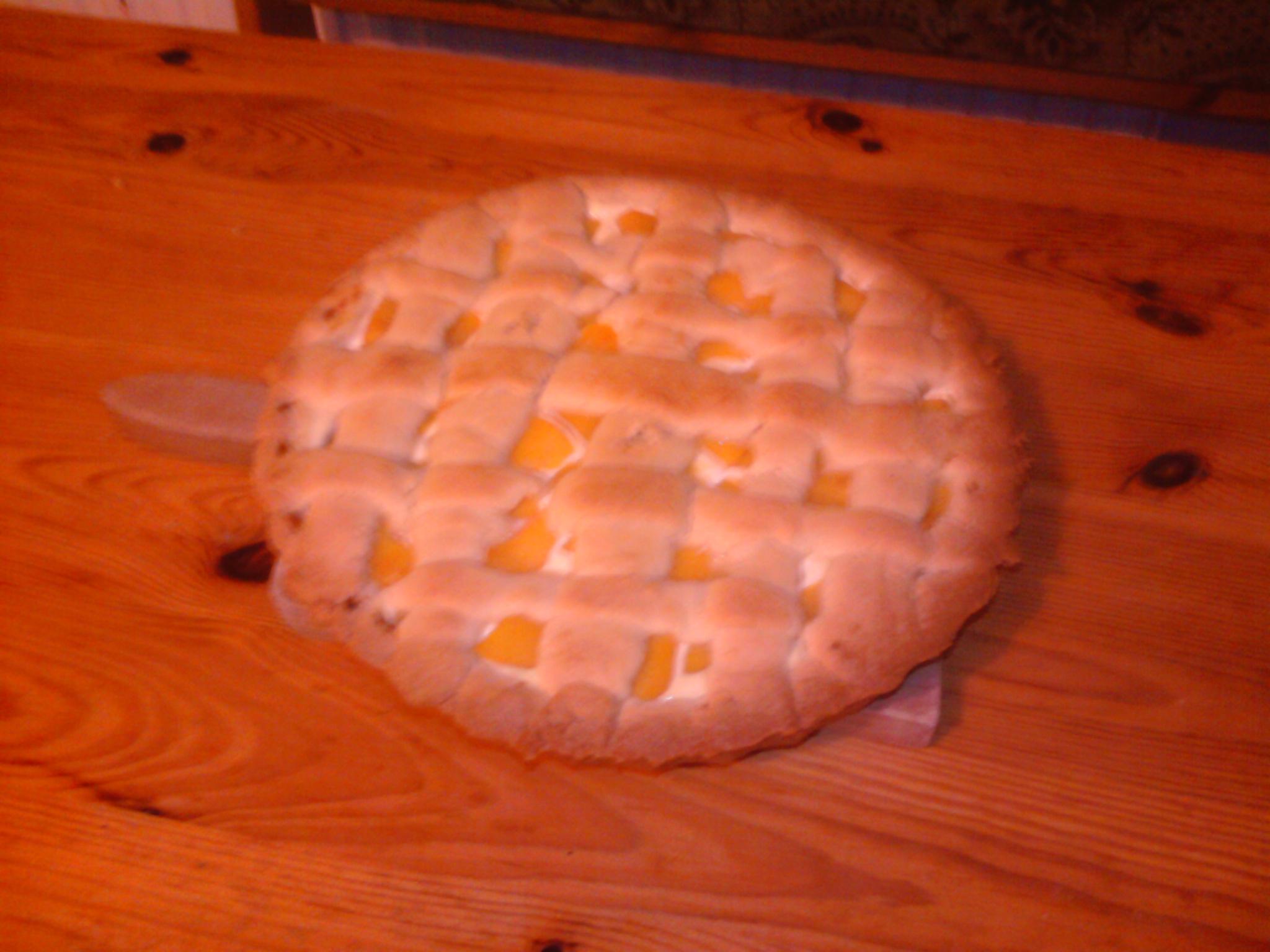 Recept Tvarohový koláč s broskví - Trochu víc těsta. Ale ničemu to nevadilo.
