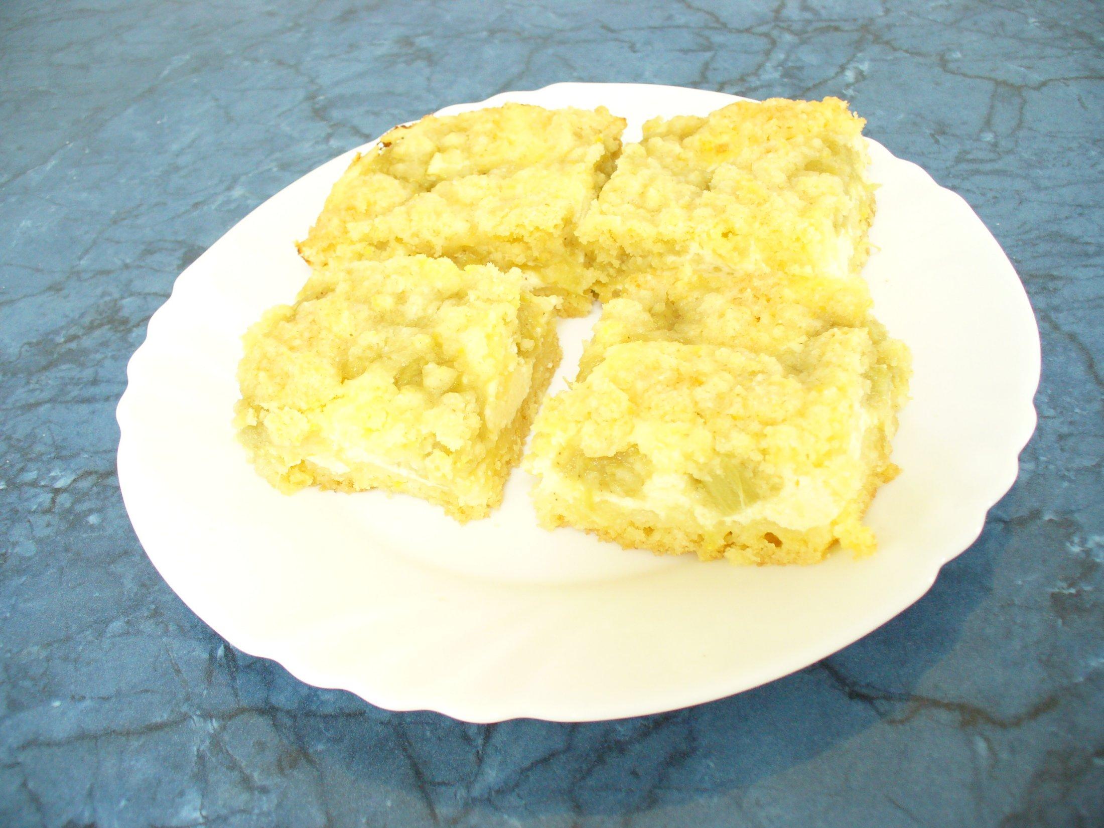Recept Drobenkový koláč s ovocem - S rebarborou je také báječný...