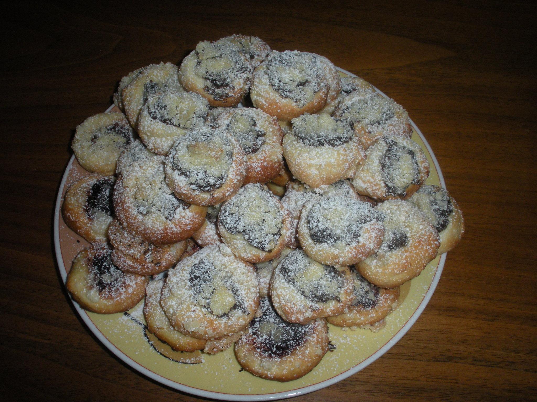 Recept Pouťové koláče - Jsou opravdu vynikající. Plnila jsem je makovou náplní a povidly.