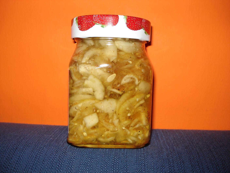 Okurkový salát s paprikou