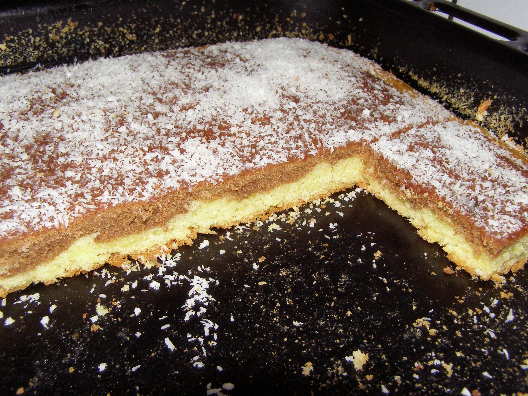 Recept Cuketová buchta - Trochu sem tu placku vylepšila navrch sem dala čokoládu a kokos.