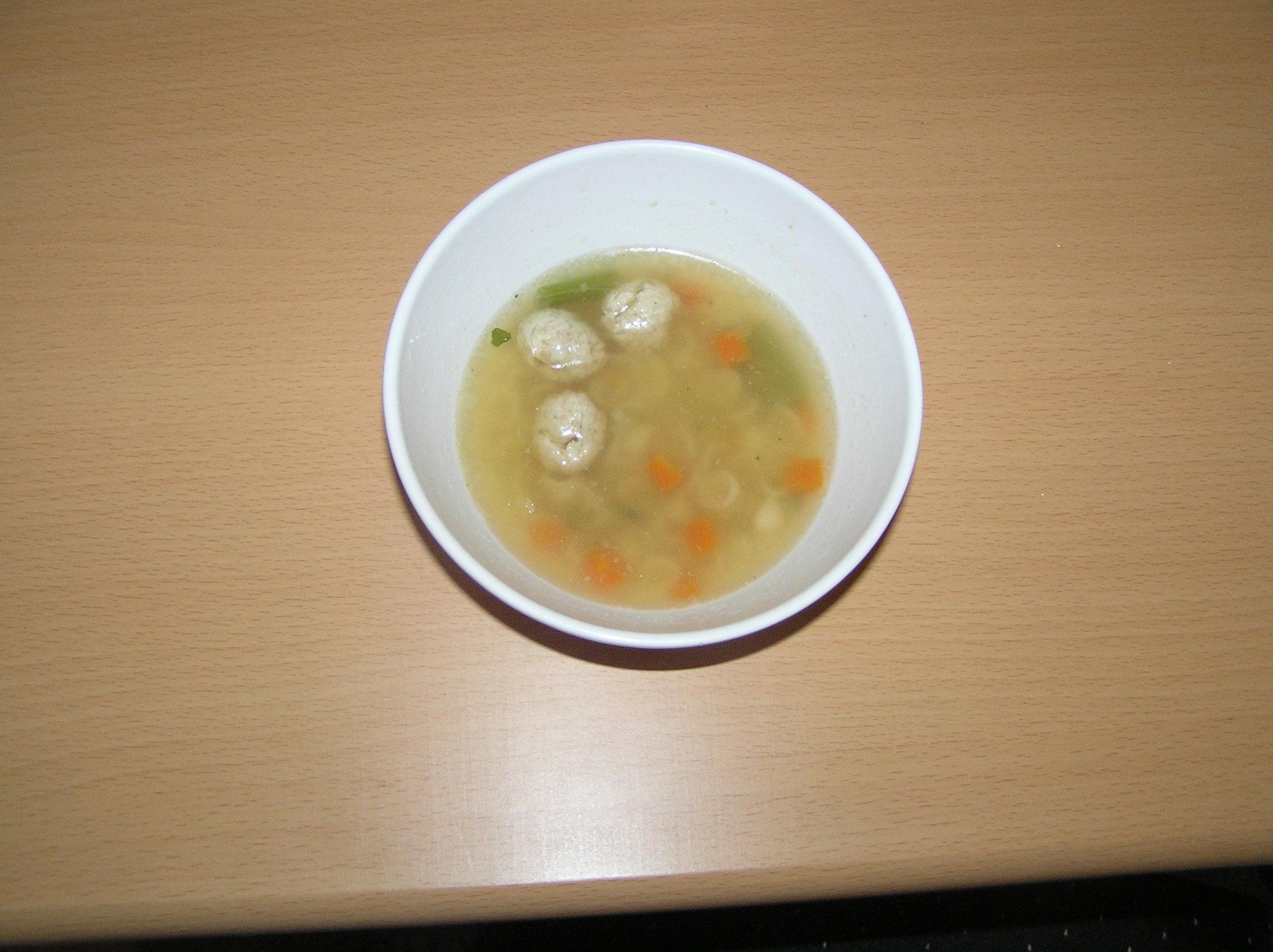 Polévka s česnekovými knedlíčky