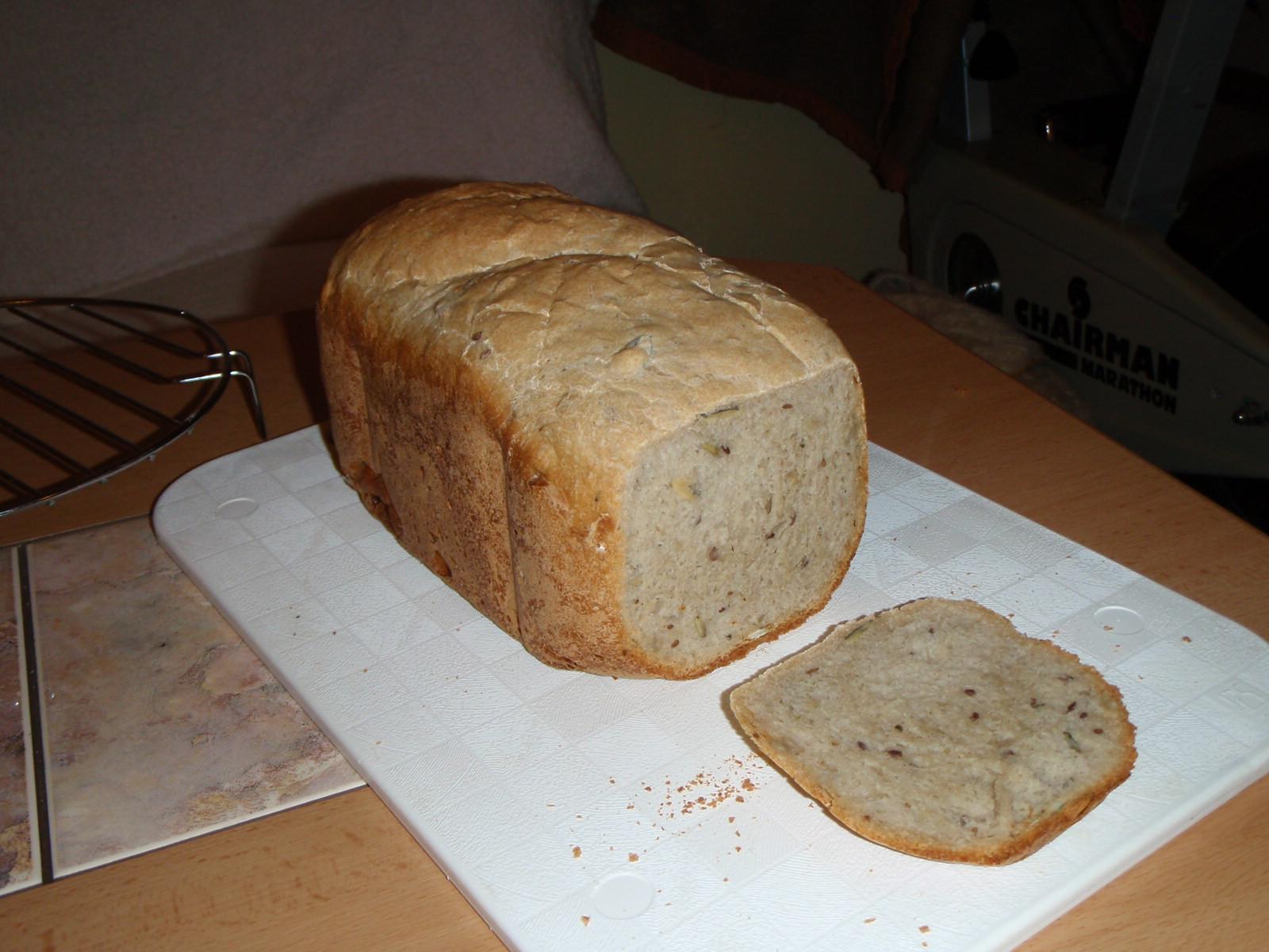 Semínkový chléb z domácí pekárny