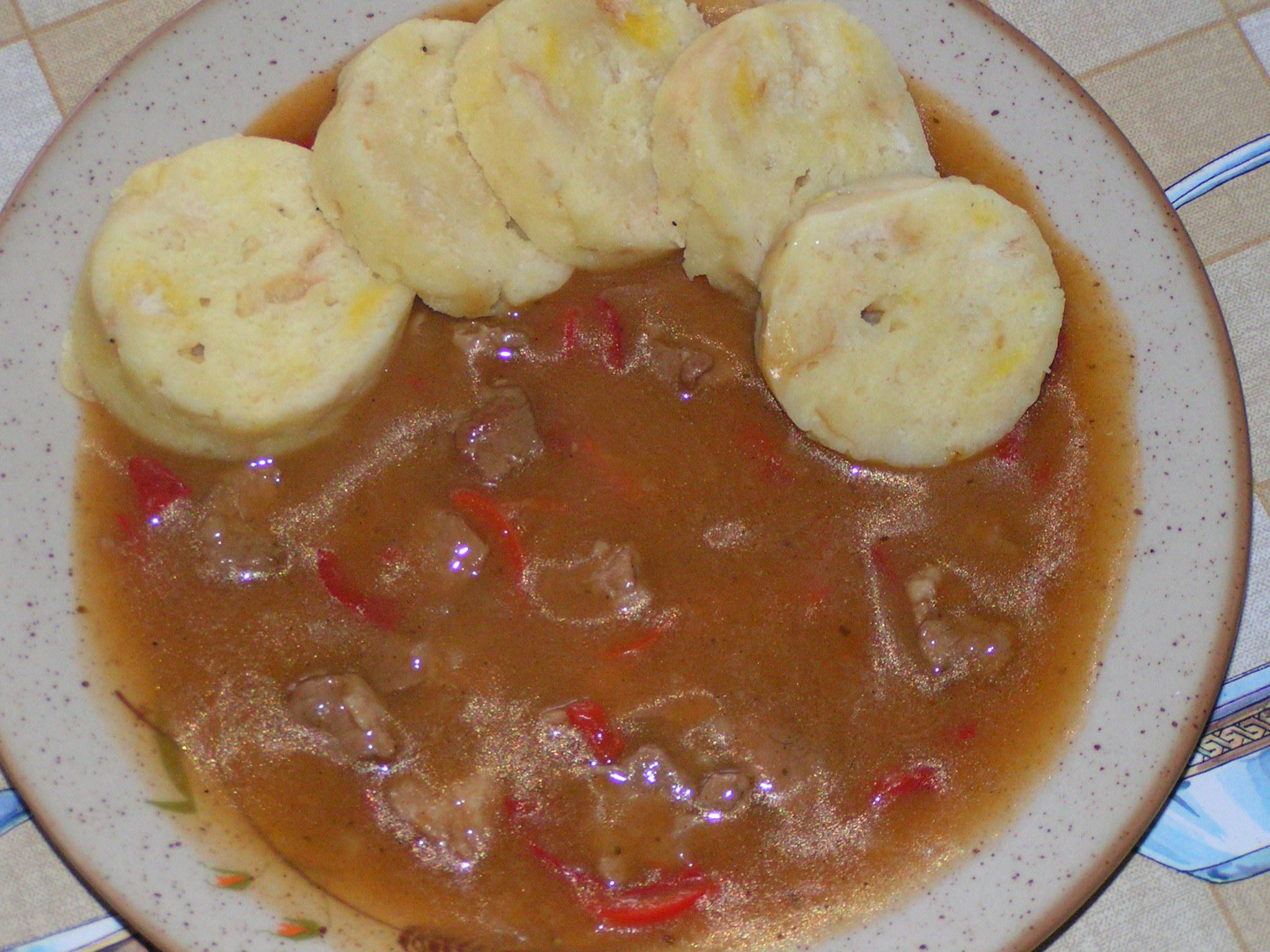 Recept Ostrý vepřový guláš - Ostrý vepřový guláš jsem podávala s knedlíkem.