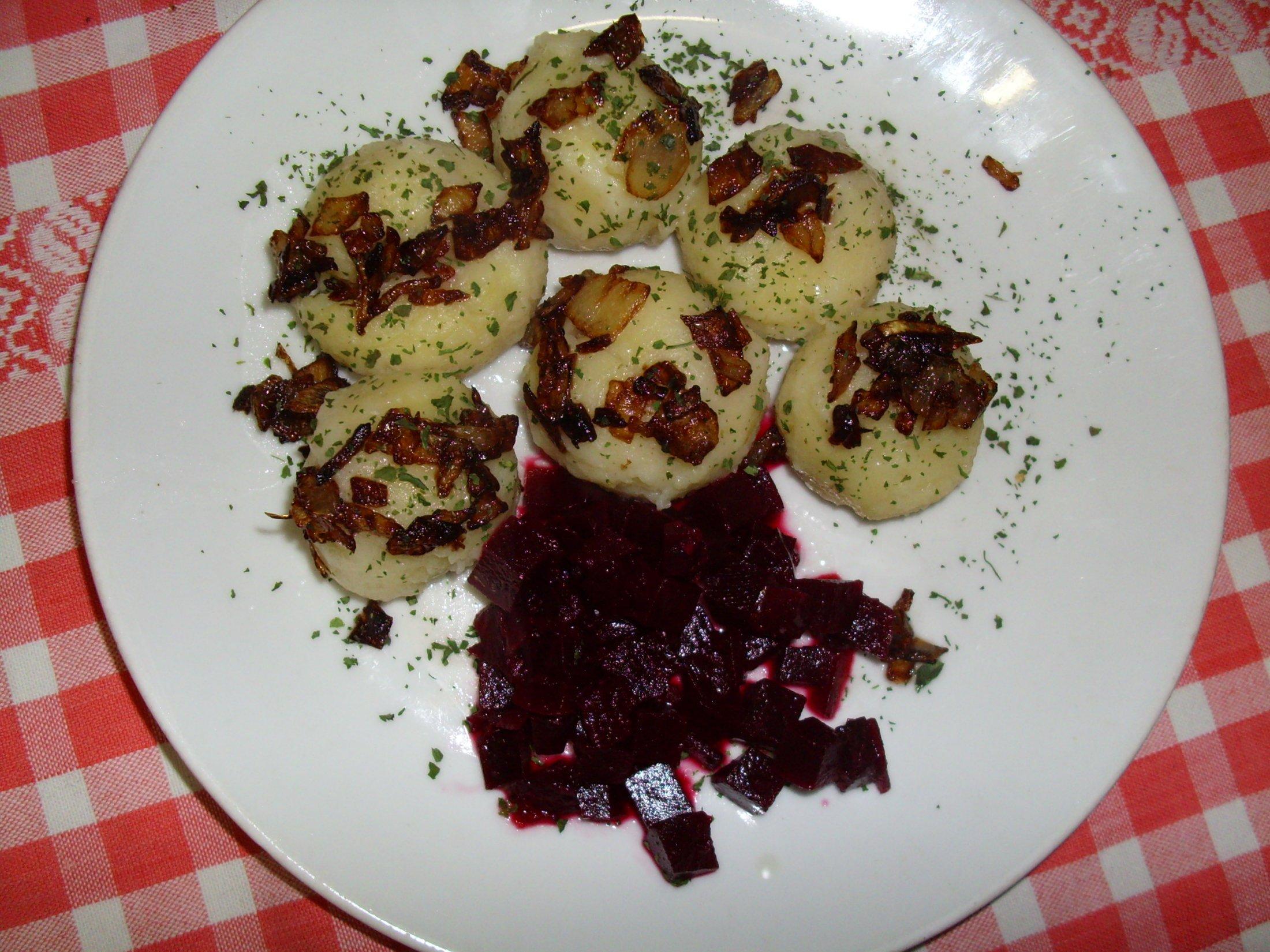 Recept Plněné bramborové knedlíky - Bramborové knedlíky a řepa.
