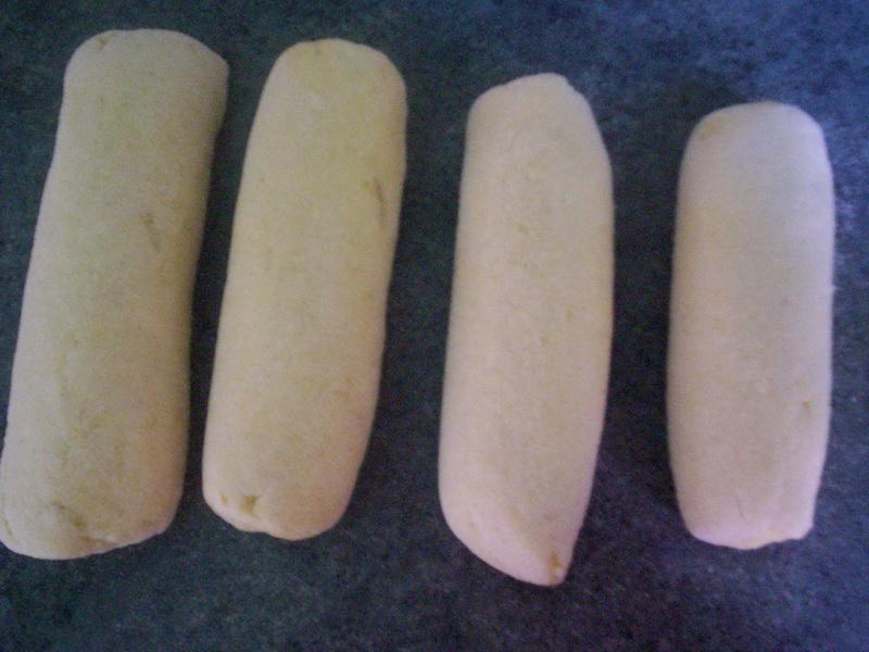 Recept Jednoduché bramborové knedlíky - Udělala jsem knedlíky a dám je vařit.