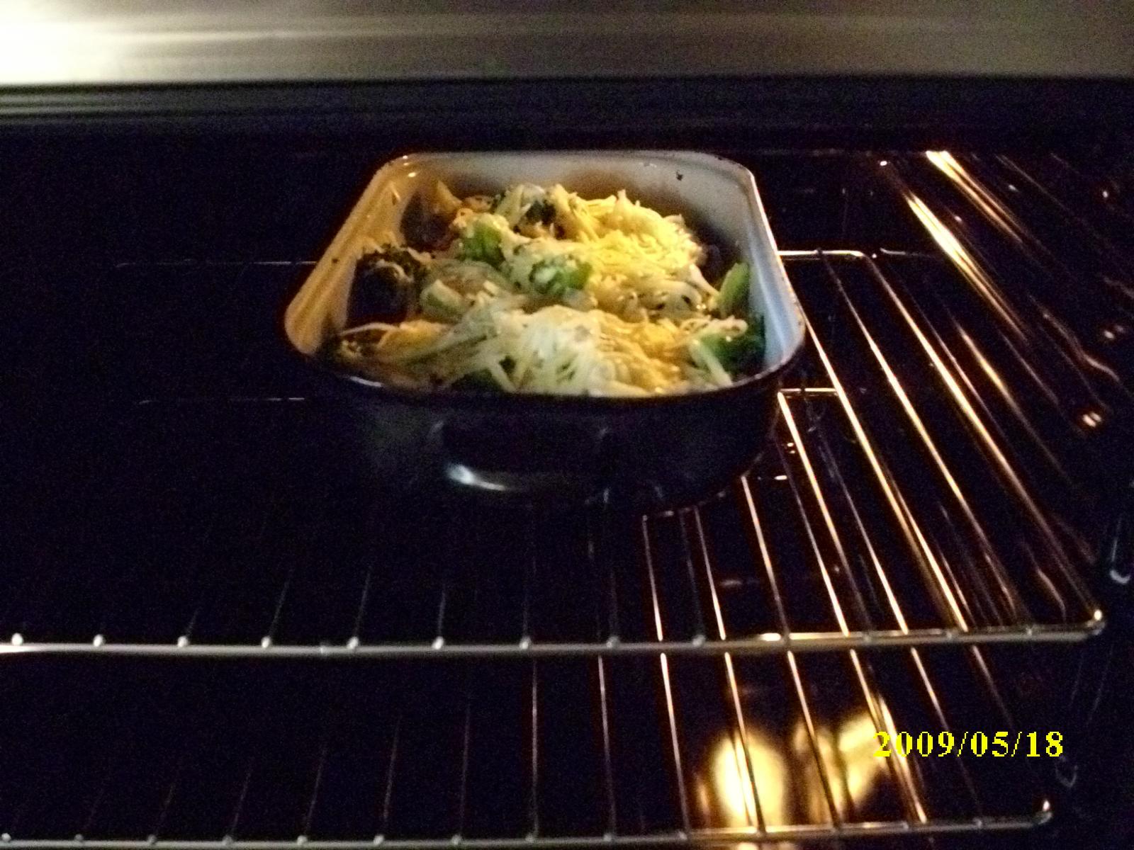 Brambory zapečené s brokolicí a květákem
