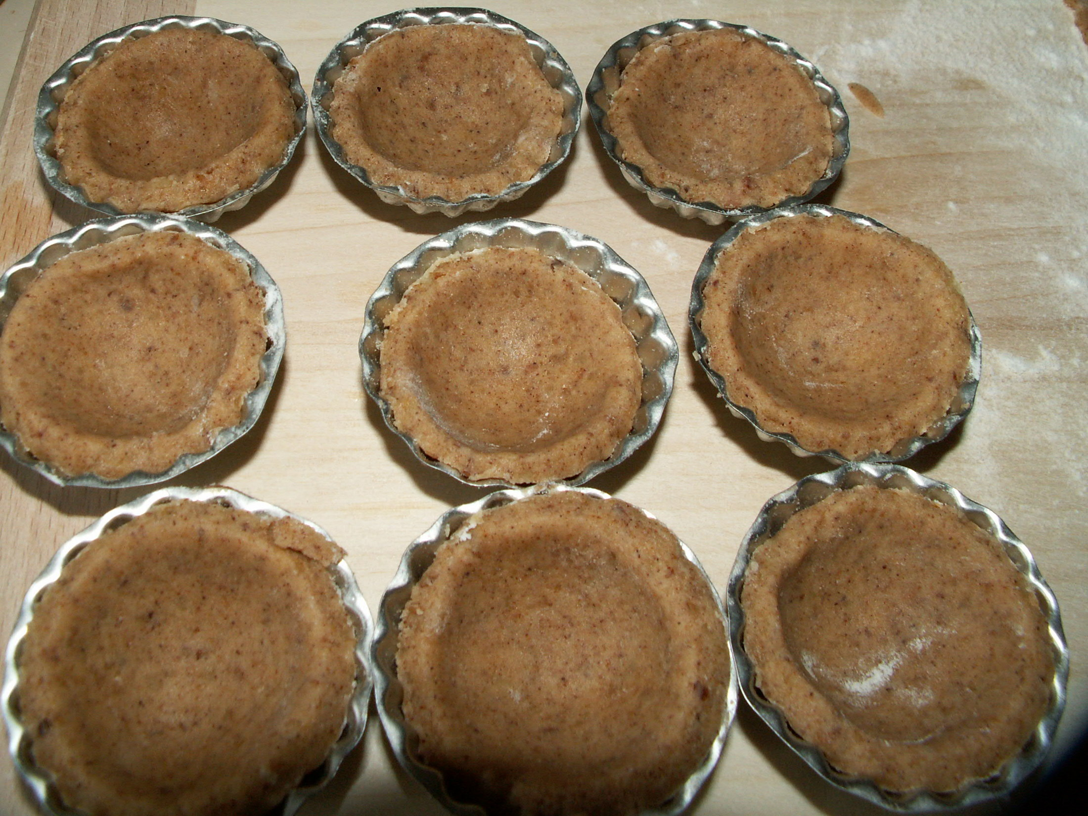 Recept Košíčky s ořechovou náplní - Košíčky vypadají úhledně naplněné.