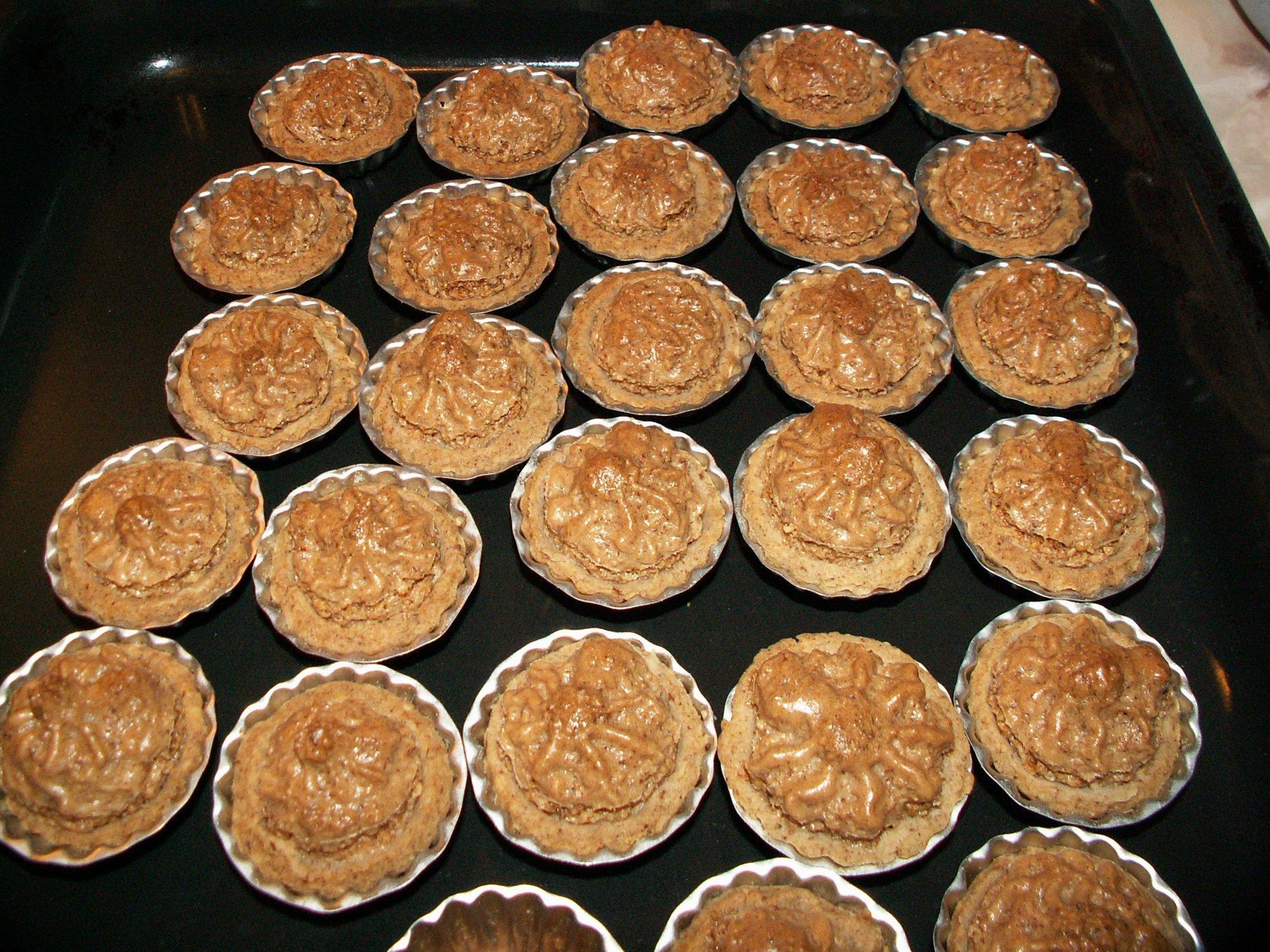 Recept Košíčky s ořechovou náplní - Upečené košíčky.