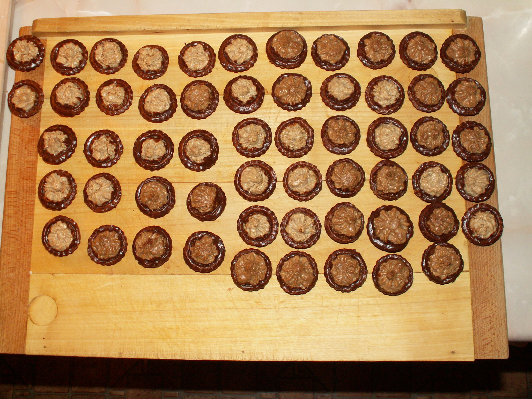 Recept Košíčky s ořechovou náplní - Nazdobené košíčky.