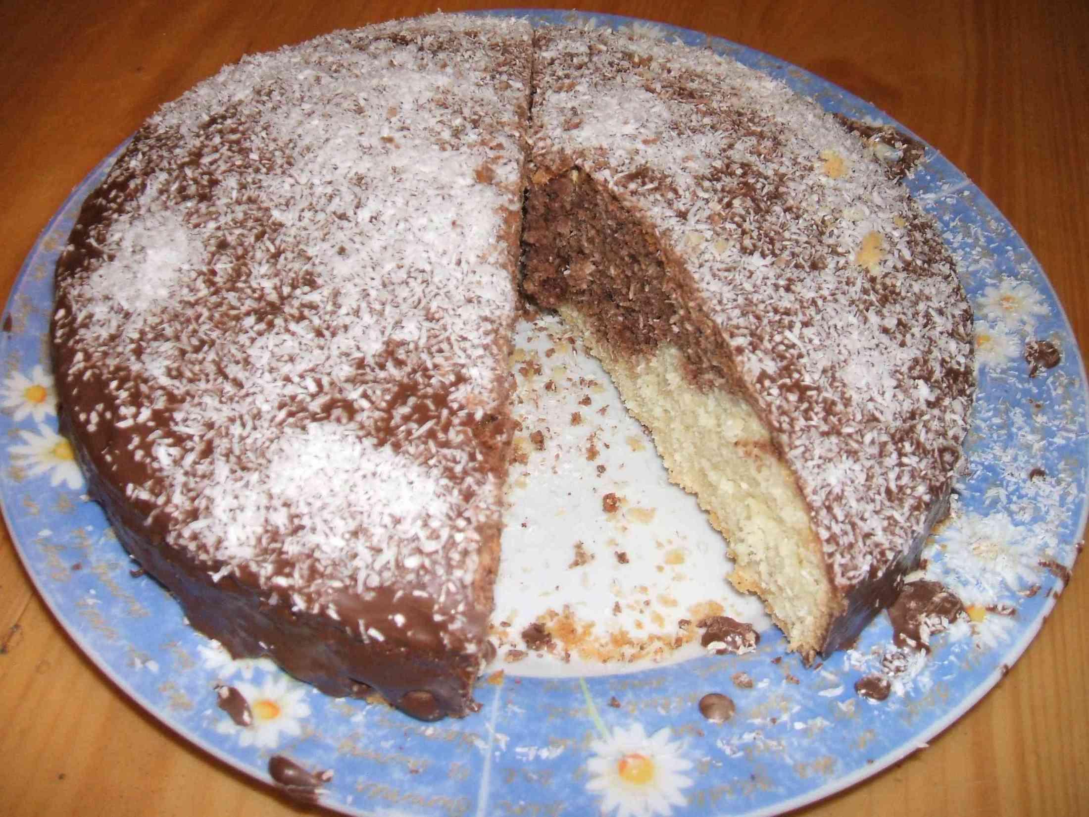 Fotografie receptu: Mramorová bábovka zdobená kokosem