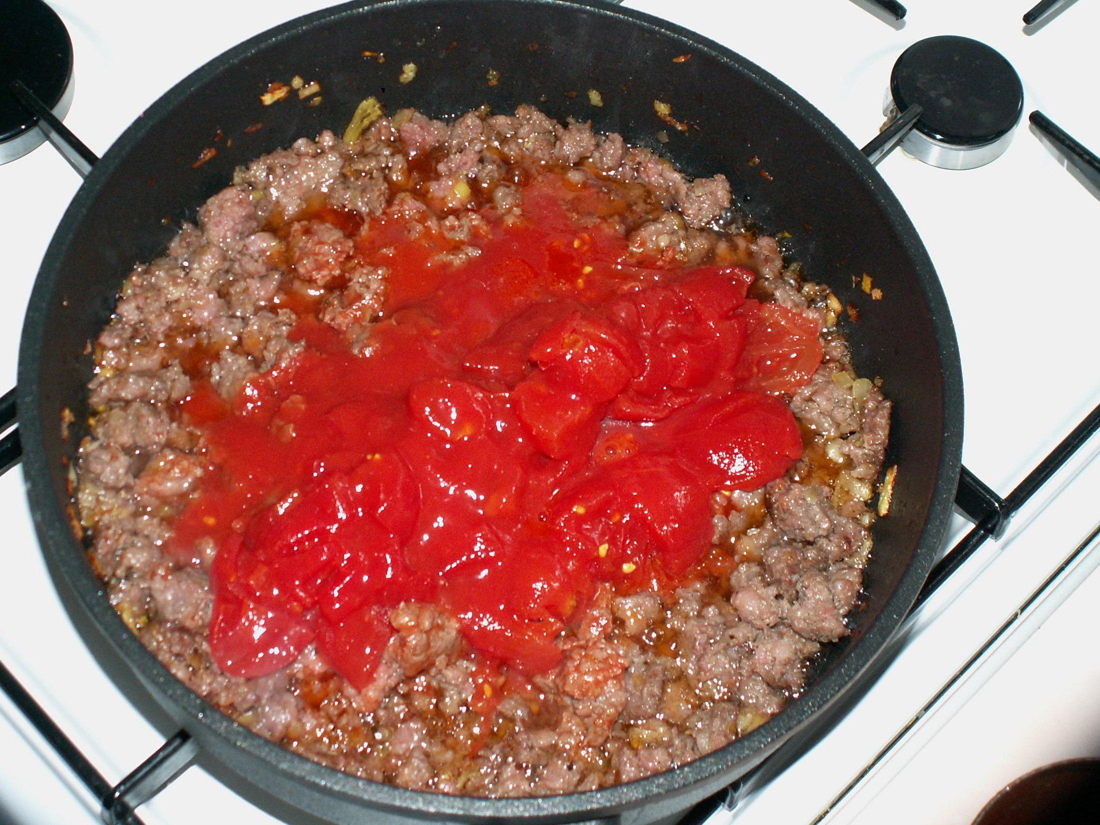 Recept Lasagne s mletým masem a bešamelem - Přidán protlak.