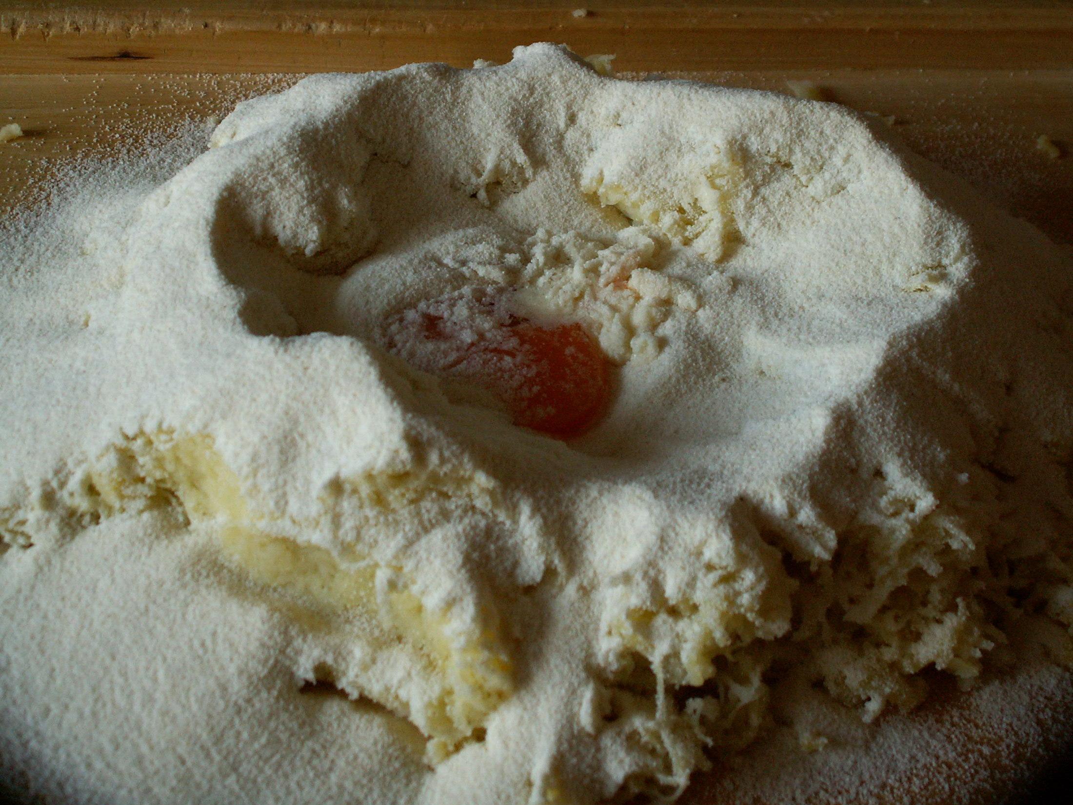 Recept Klasické bramborové knedlíky - Už jen spojit v těsto.