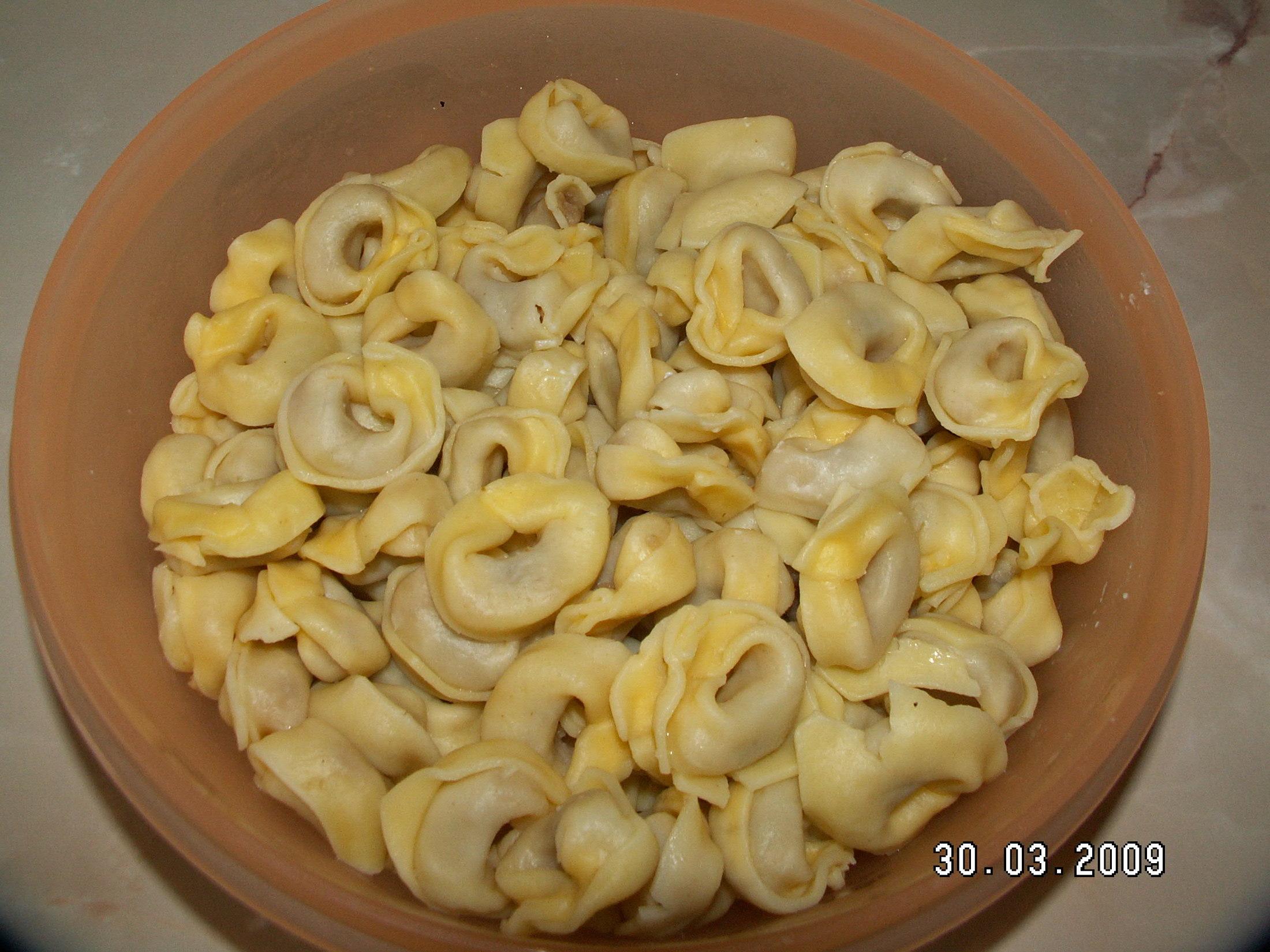 Recept Rychlá sýrová omáčka - Jako příloha uvařené torteliny.