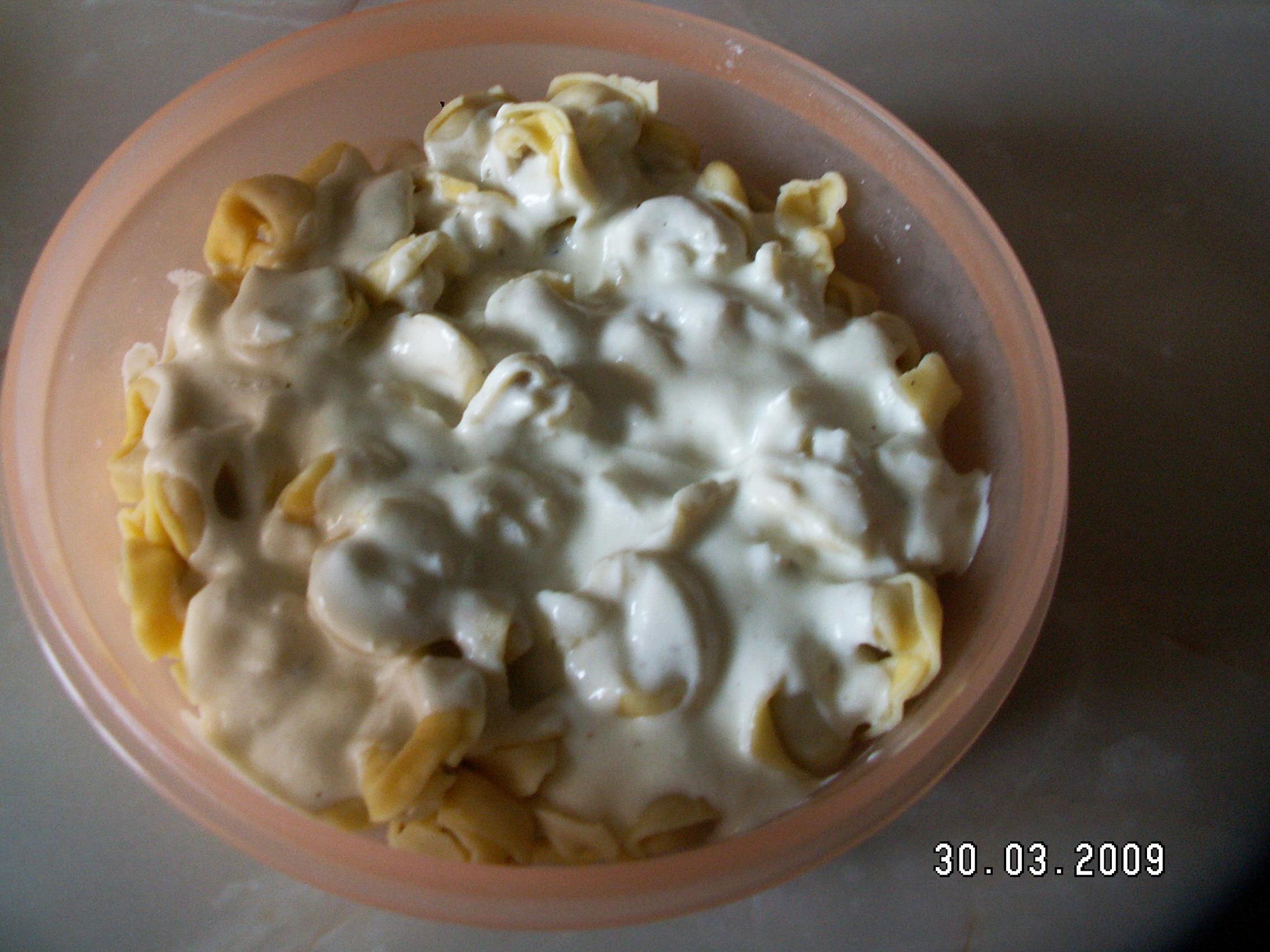 Recept Rychlá sýrová omáčka - Torteliny se sýrovou omáčkou.