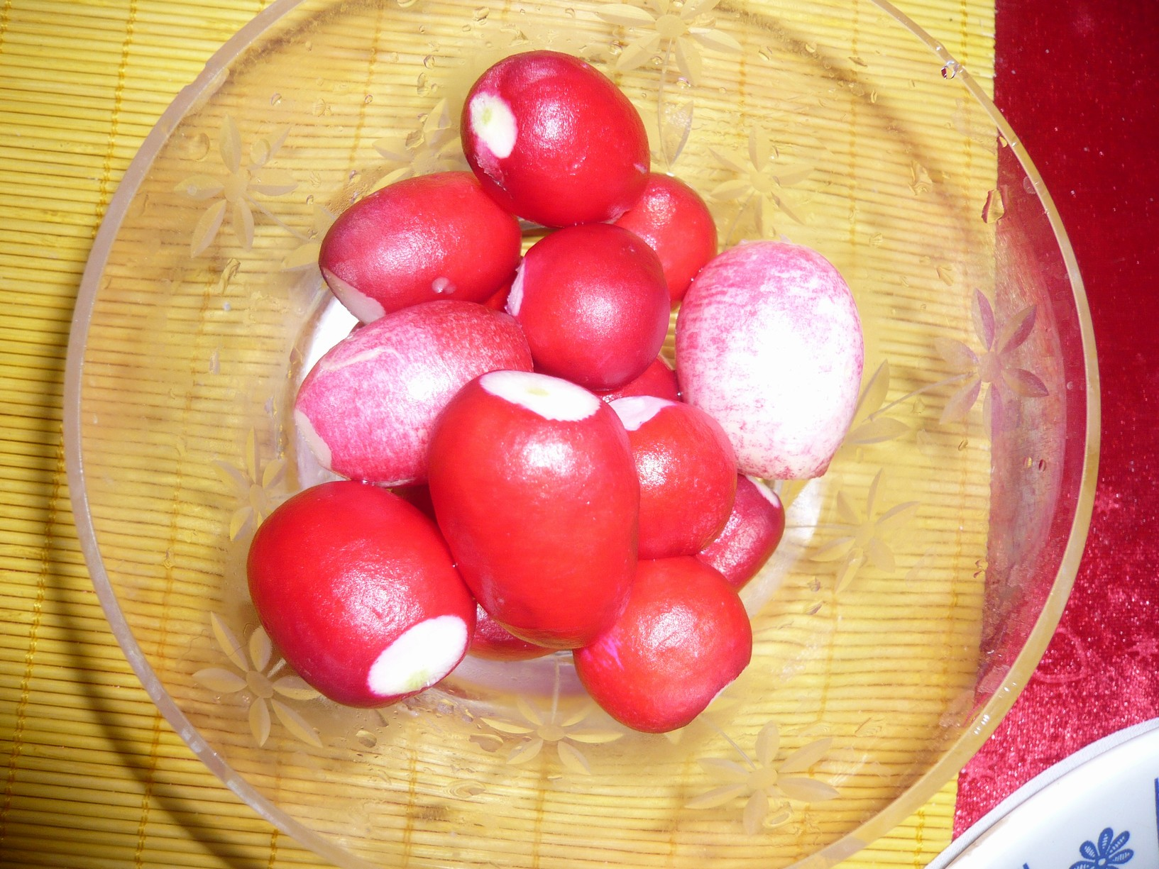 Fotografie receptu: Ředkvičkový salát s jogurtem a vejci