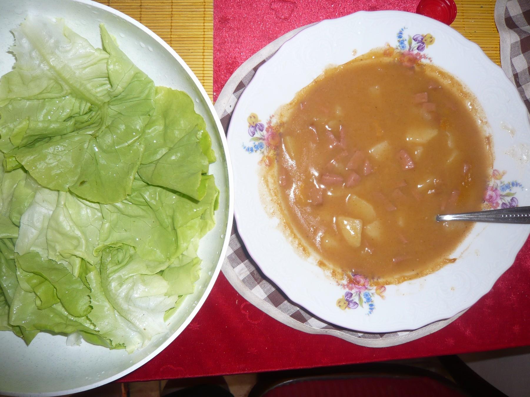 Recept Bramborový guláš - Bramborový guláš s čerstvým salátem.