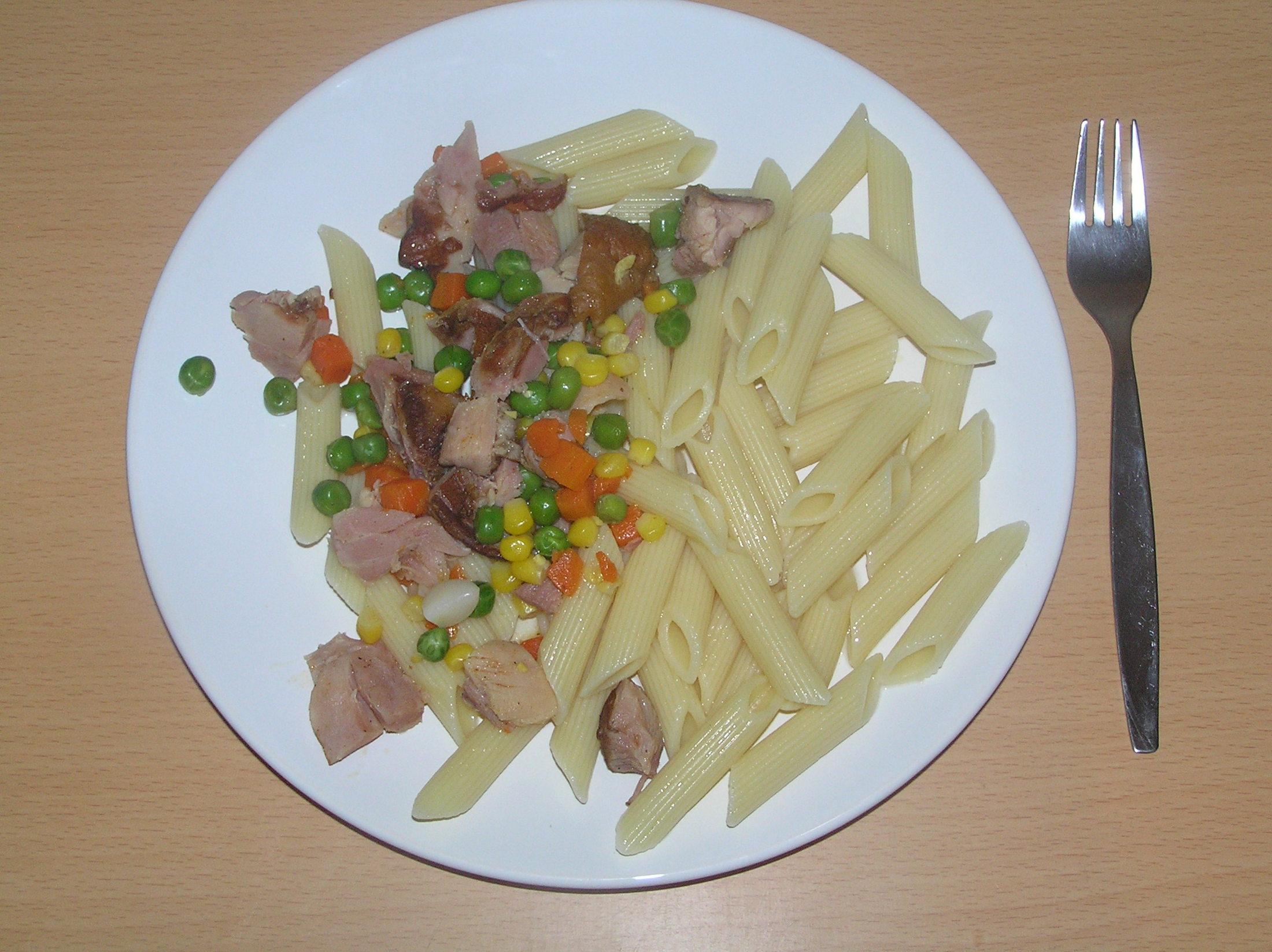 Uzená kuřecí stehna s těstovinami