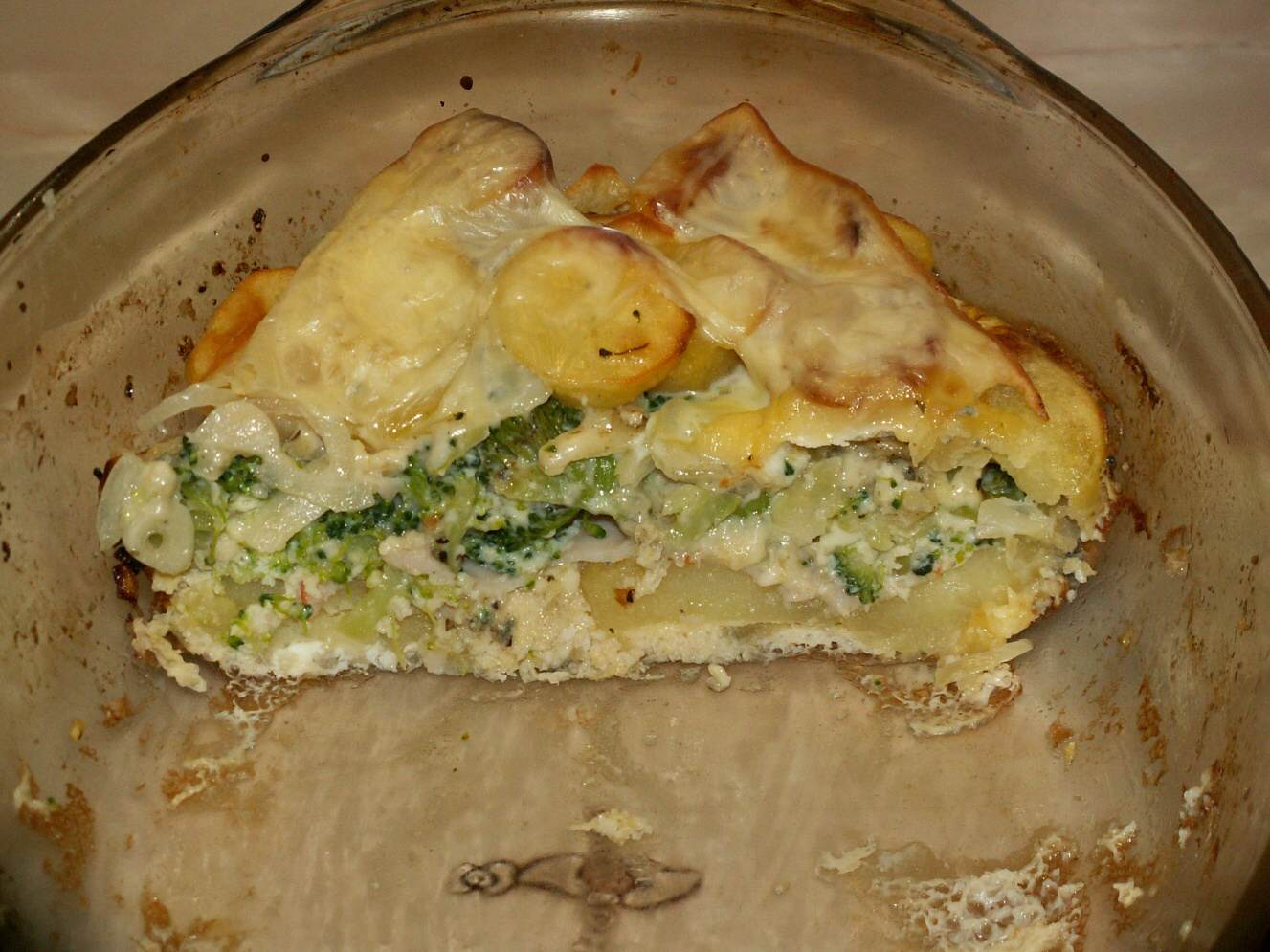 Recept Zapečené brambory s brokolicí - Brambory na řezu.