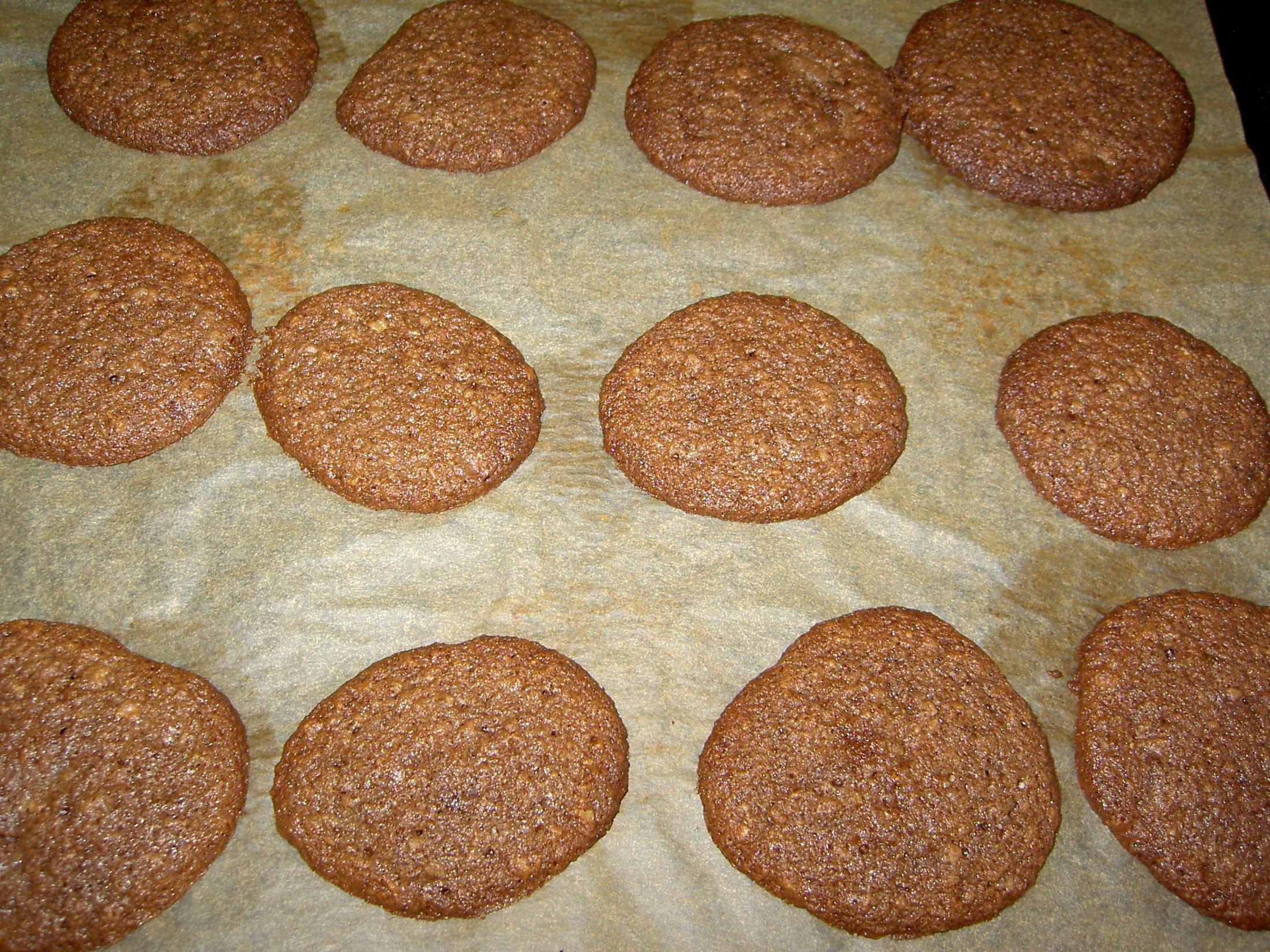 Recept Domácí čokoládové sušenky s vločkami - A takhle vypadají sušenky po upečení.
