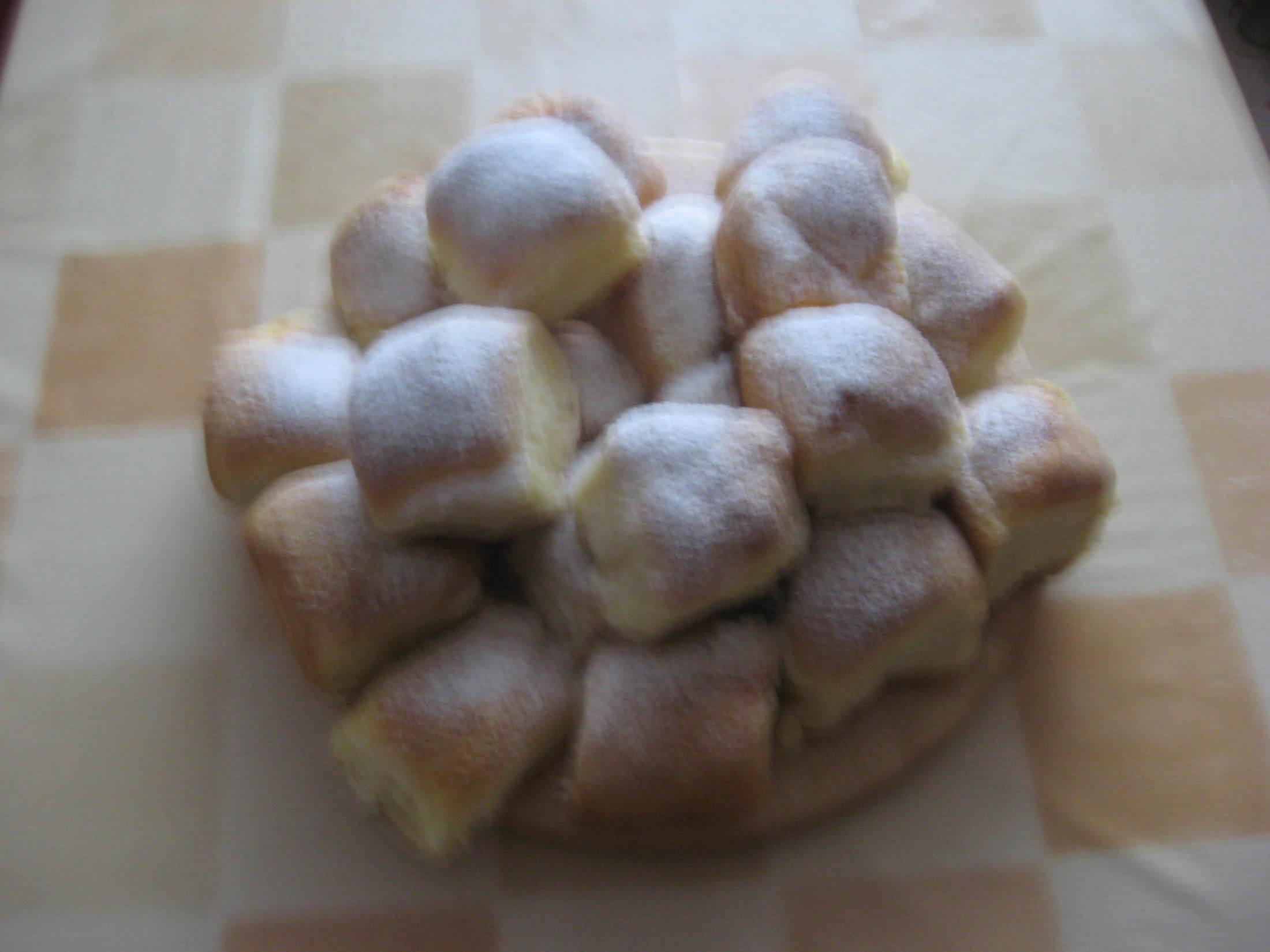 Recept Tradiční české buchty - Upečené tvarohové buchty.