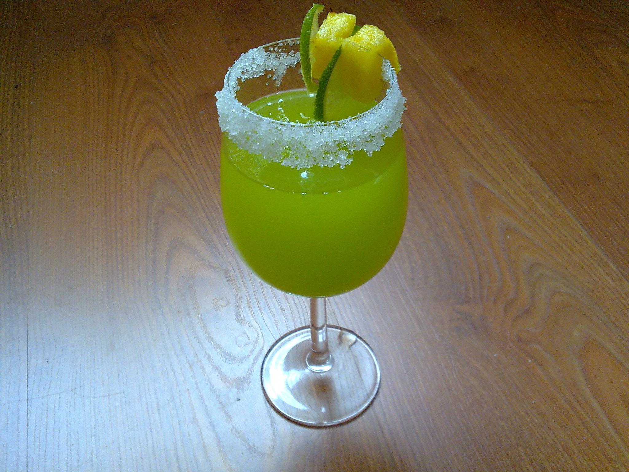 Fotografie receptu: Ananasový zelený koktejl