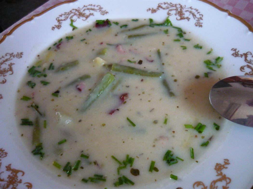 Recept Fazolková polévka s uzeným masem - Už se může podávat.
