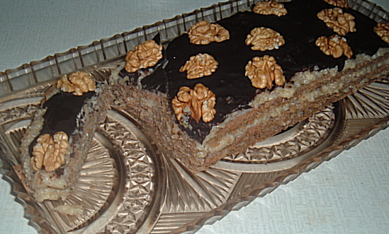 Recept Ořechové řezy bez mouky - Ořechové řezy nakonec nakrájíme.