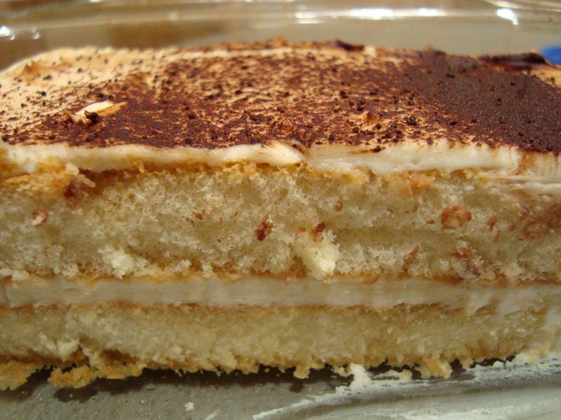 Recept Jednoduché tiramisu - Falešné tiramisu je překvapivě dobré. Použila jsem sladké dlouhé piškoty, což nebylo to ke škodě.