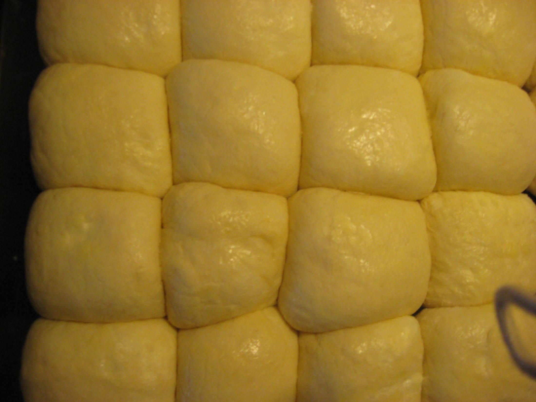 Recept Honzíkovy české buchty - Vykynuté buchty před pečením.