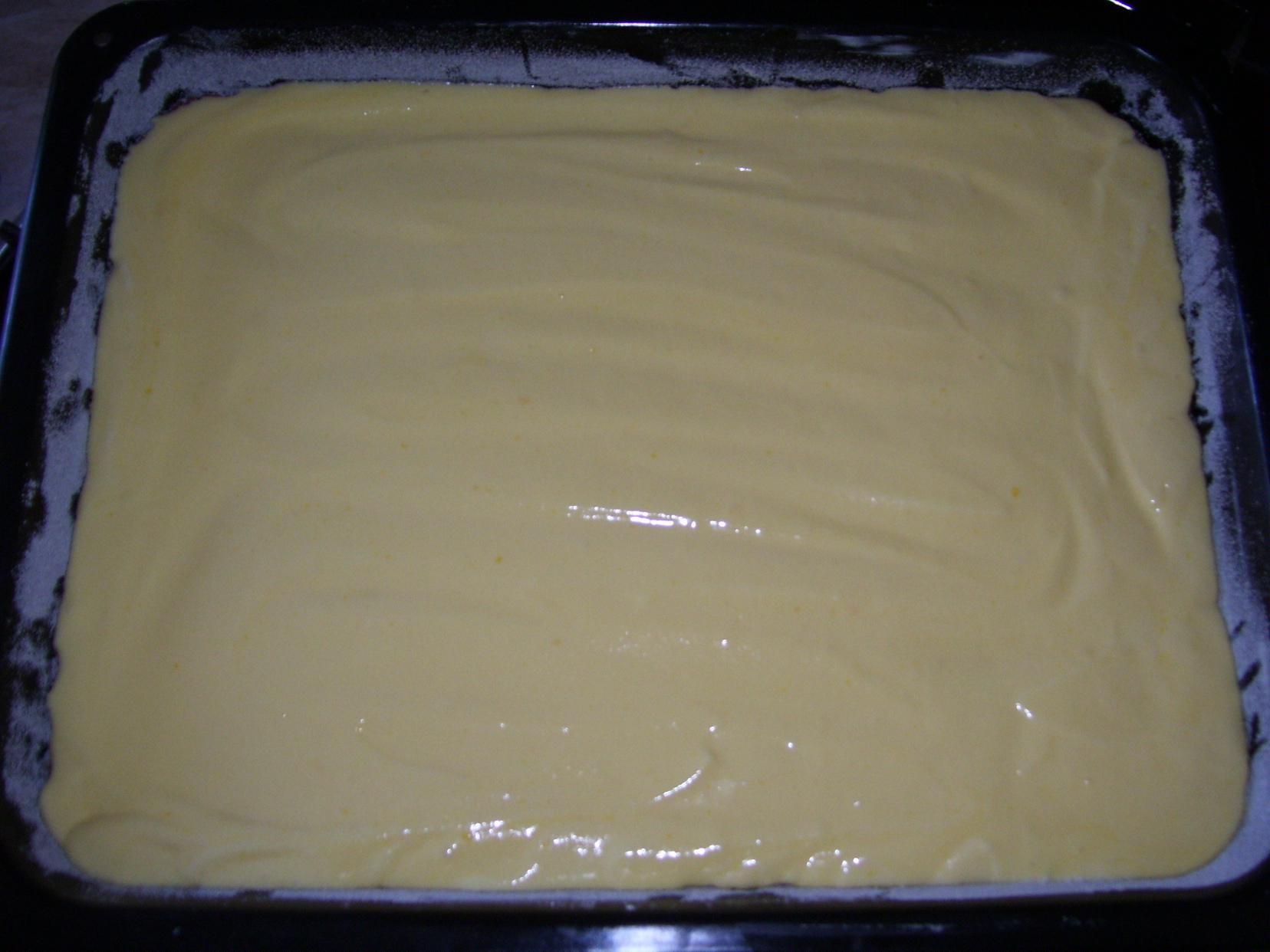 Recept Řezy s Be-Be sušenkami - Syrové těsto připravené do trouby.