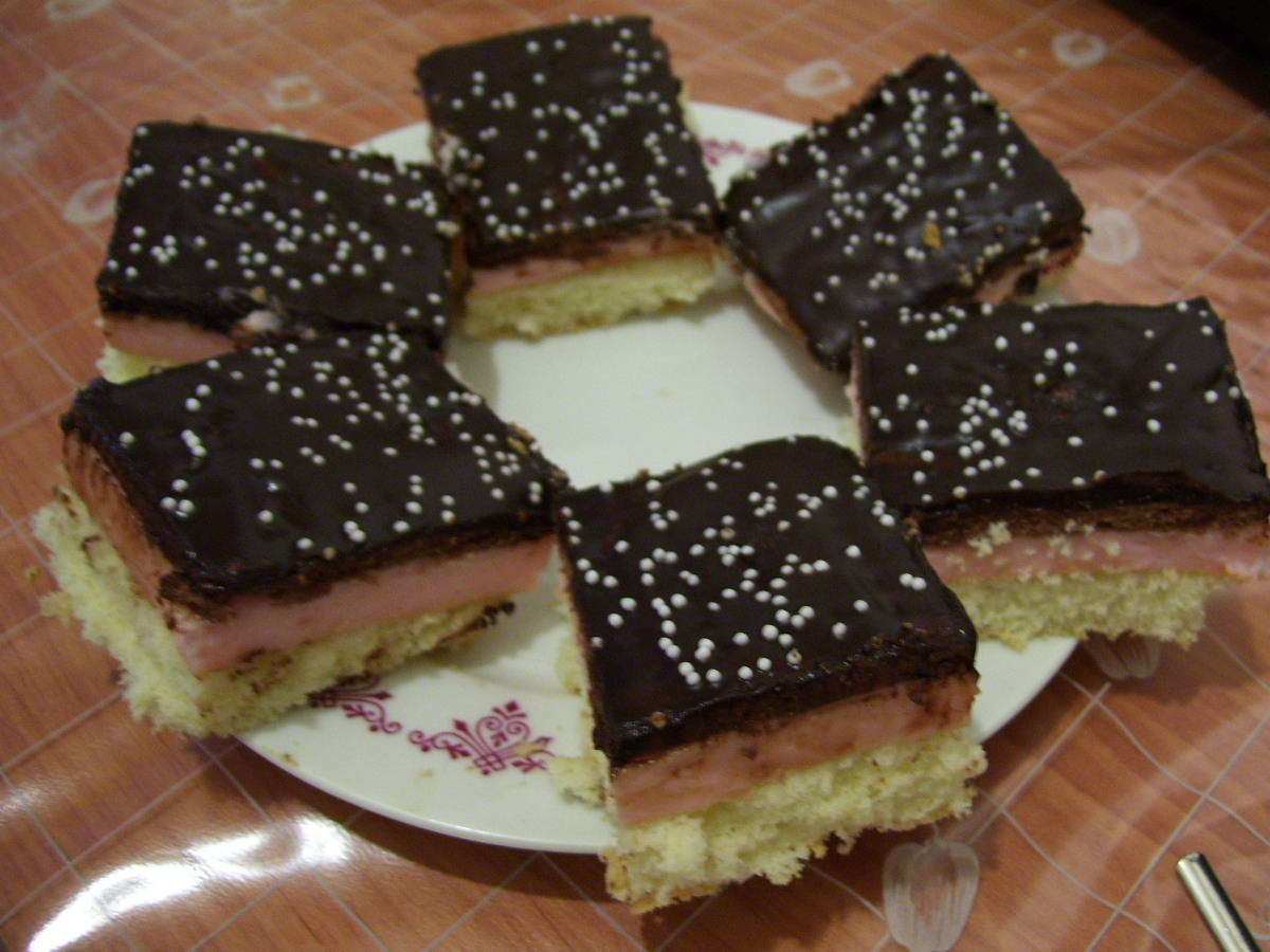 Recept Řezy s Be-Be sušenkami - Řezy s jahodovým pudingem.