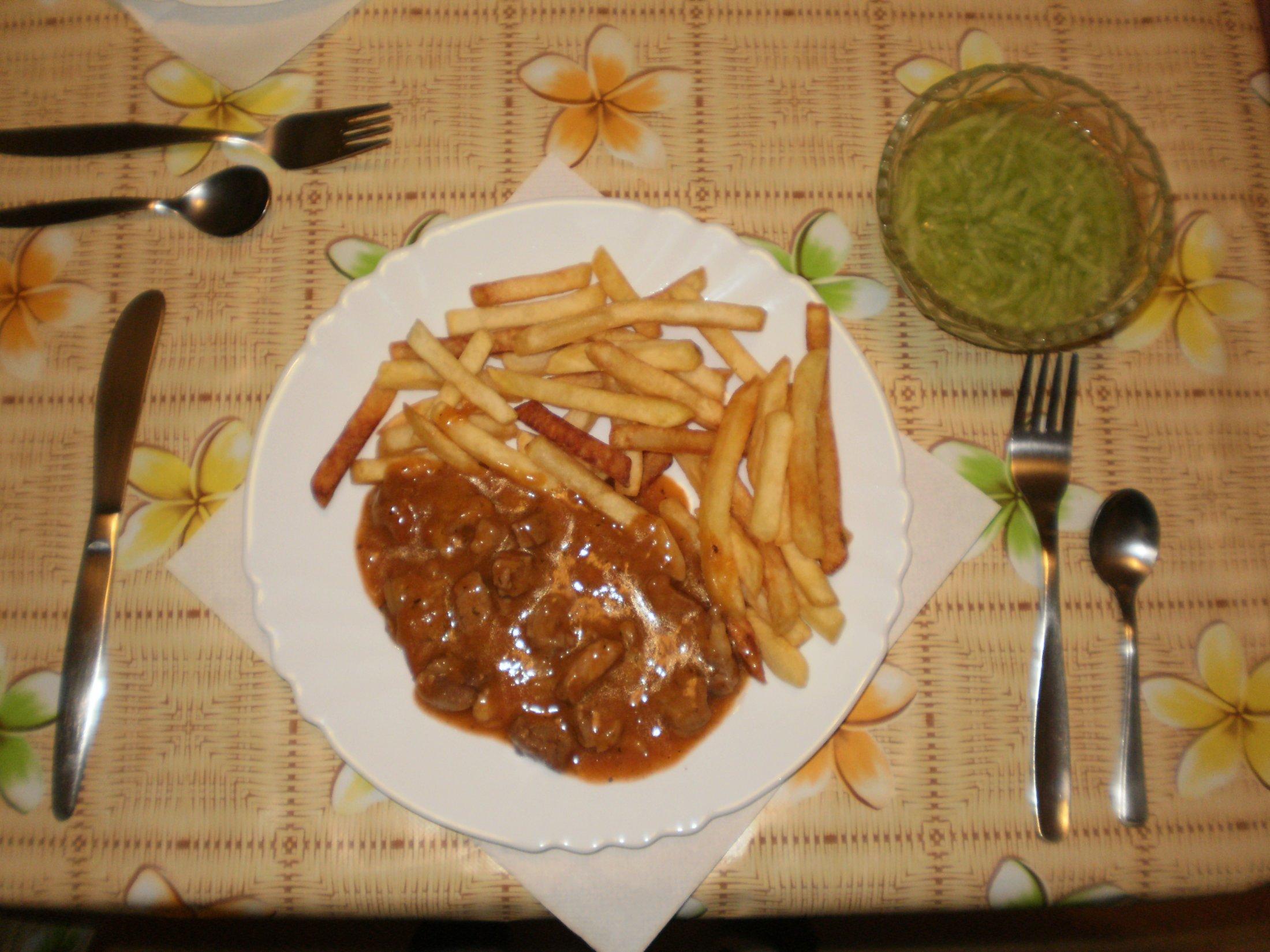 Recept Vepřové v rajském chilli - Vepřové maso v rajském chilli s hranolky.
