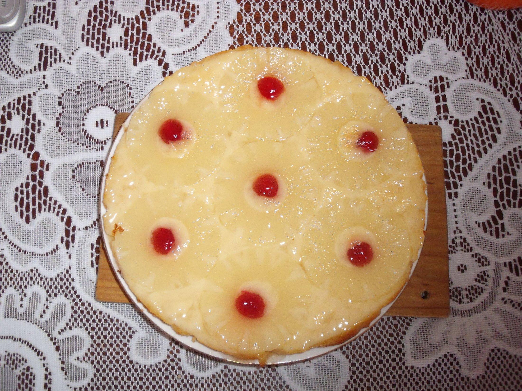 Ananasový koláč s višněmi