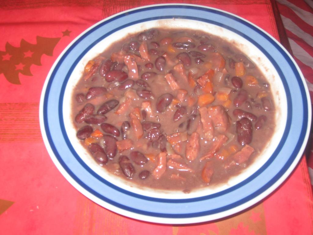 Recept Fazolová polévka s uzeným masem - Sytá a hustá fazolová polévka s uzeným masem.