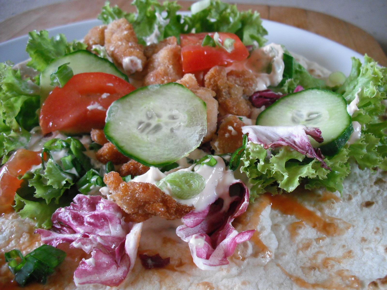 Recept Plněná tortilla - Nakonec přidáme kousky zeleniny.