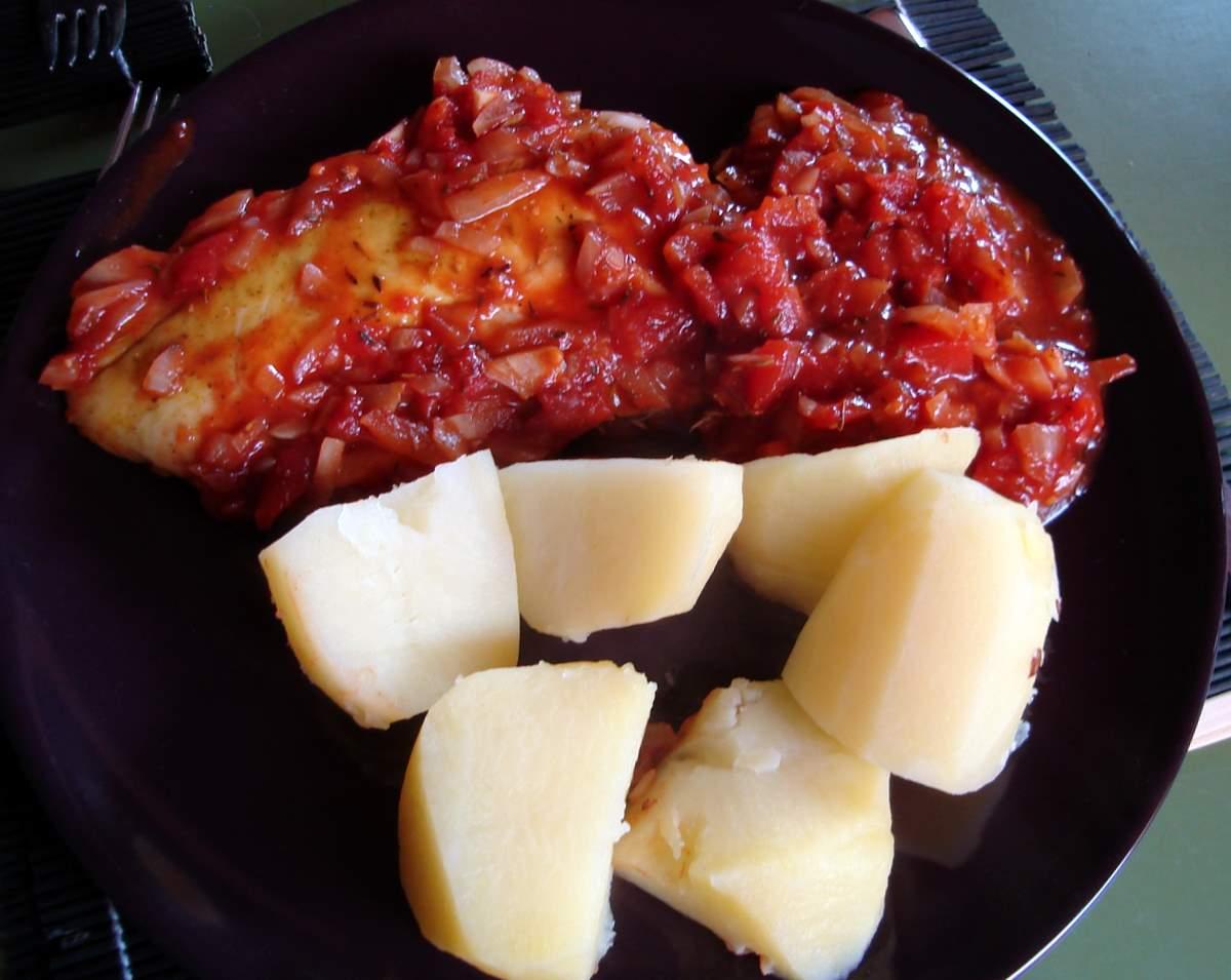 Recept Treska v rajčatové omáčce - treska v rajčatové omáčce