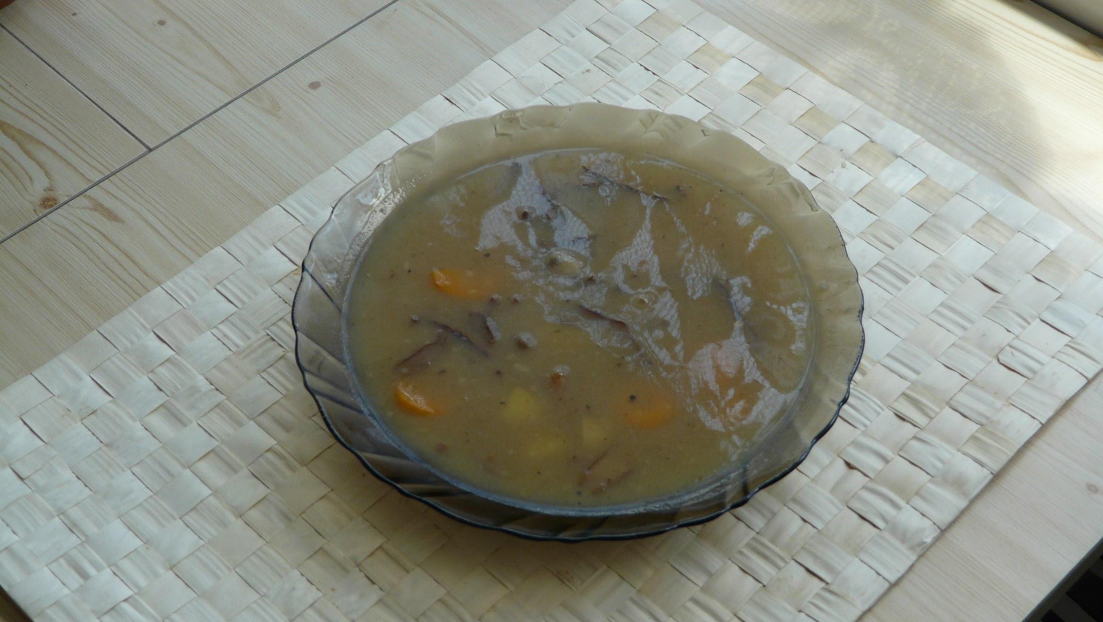 Recept Houbová polévka se zeleninou - Špatně zachycená, ale je to ona - houbová polévka se zeleninou.
