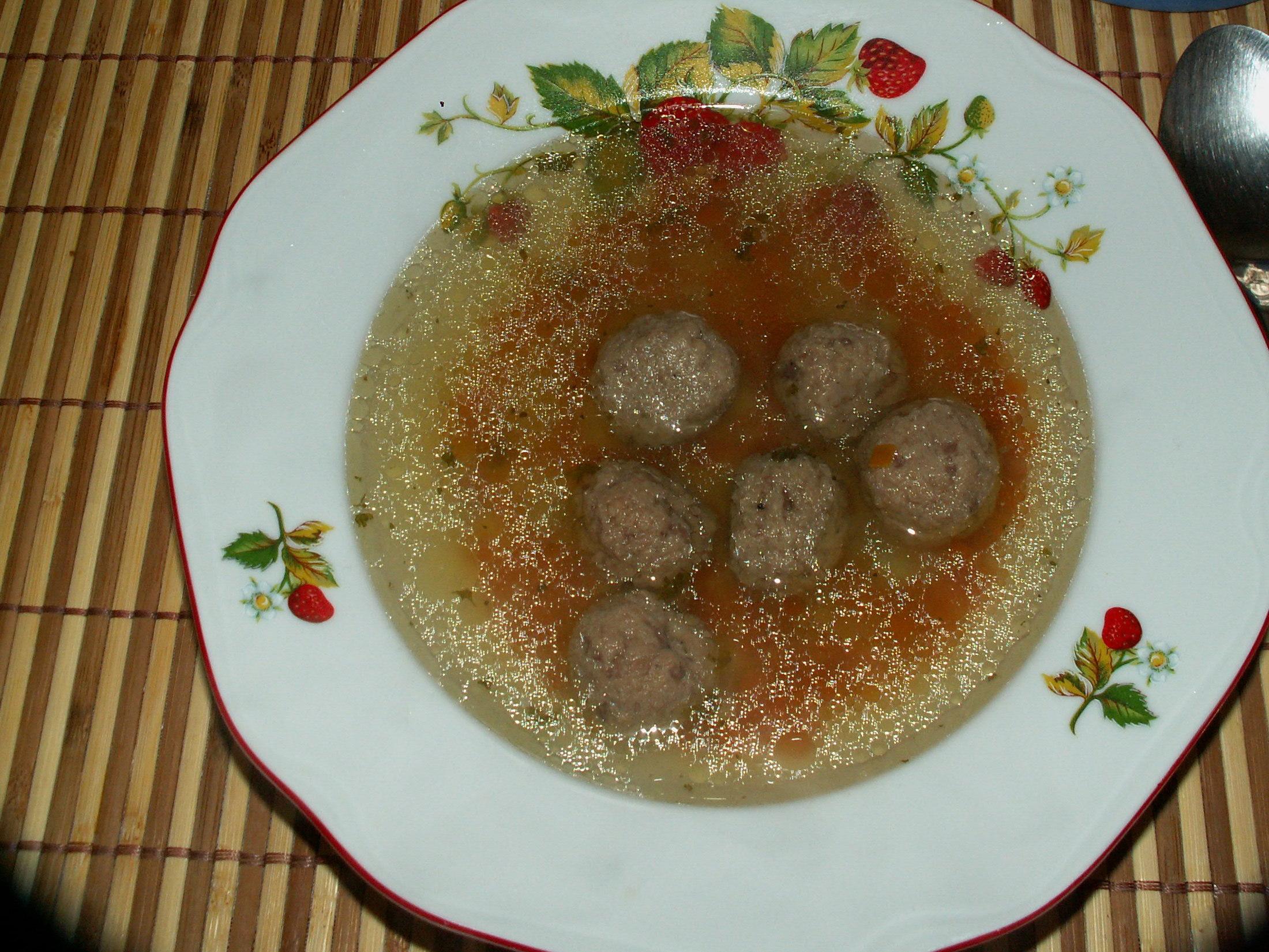 Recept Játrové knedlíčky - Naservírovaná polévka.
